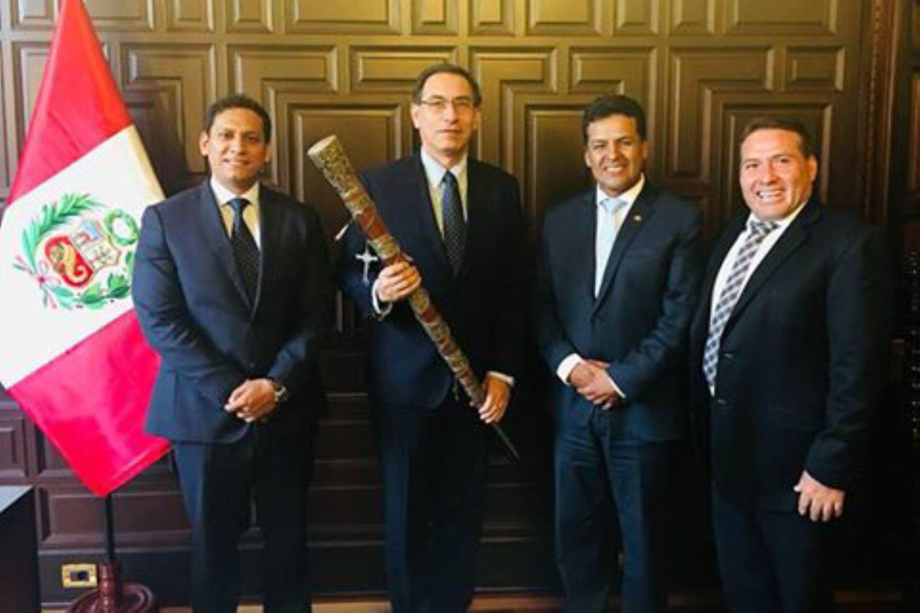 Presidente Martín Vizcarra recibió la visita de los gobernadores regionales de La Libertad, Luis Valdez; y de Cusco, Edwin Licona.