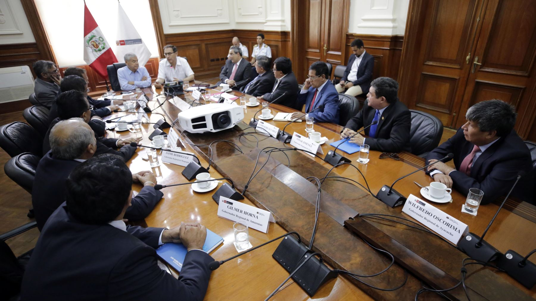 Alcalde de Puno resalta profesionalismo de César Villanueva. ANDINA/Prensa Presidencia