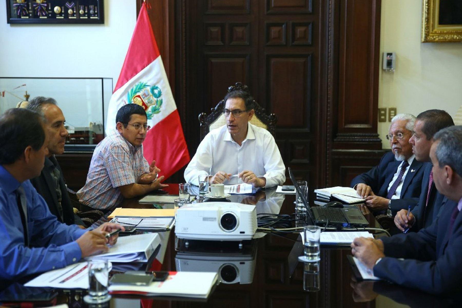 Presidente Martín Vizcarra durante reunión para agilizar reconstrucción con cambios. Foto: Presidencia.