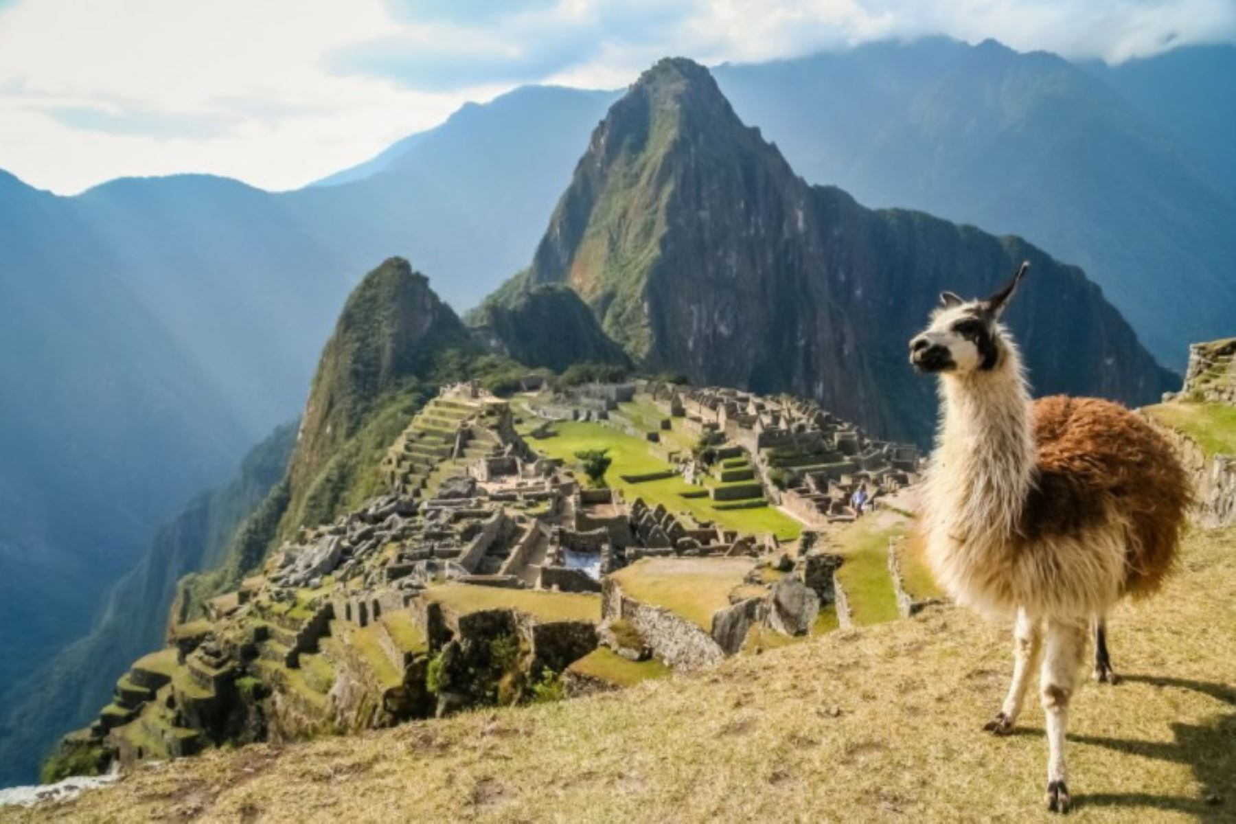 """La ciudadela inca de Machu Picchu y la Amazonía peruana han sido elegidos por Flight Network, una agencia de viajes """"online"""" global, para integrar su lista de las mejores atracciones, destinos y experiencias de todo el mundo World's Ultimate Bucket List for 2018, informó Promperú. Foto: ANDINA/Difusión."""