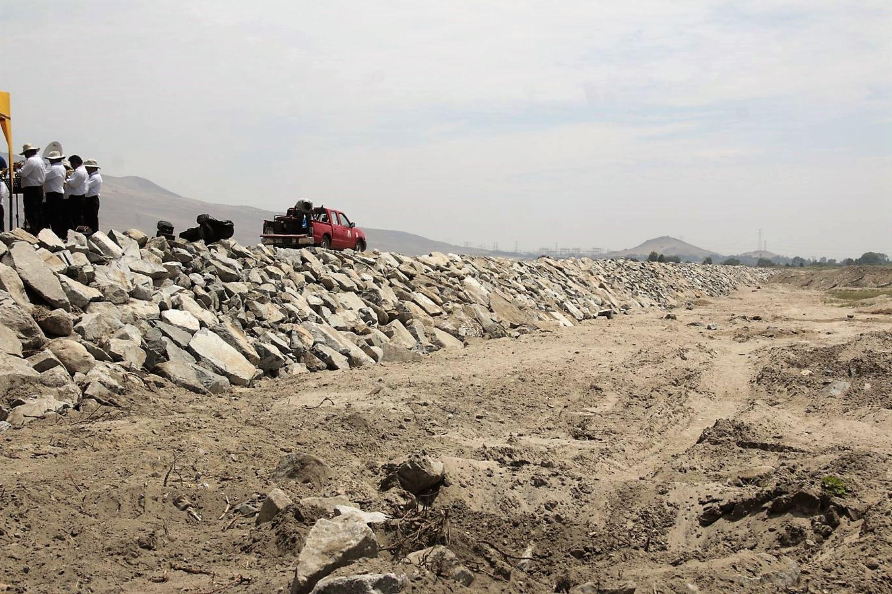 Inauguran obra de defensa ribereña en río Lacramarca, en la provincia del Santa, en Áncash. ANDINA