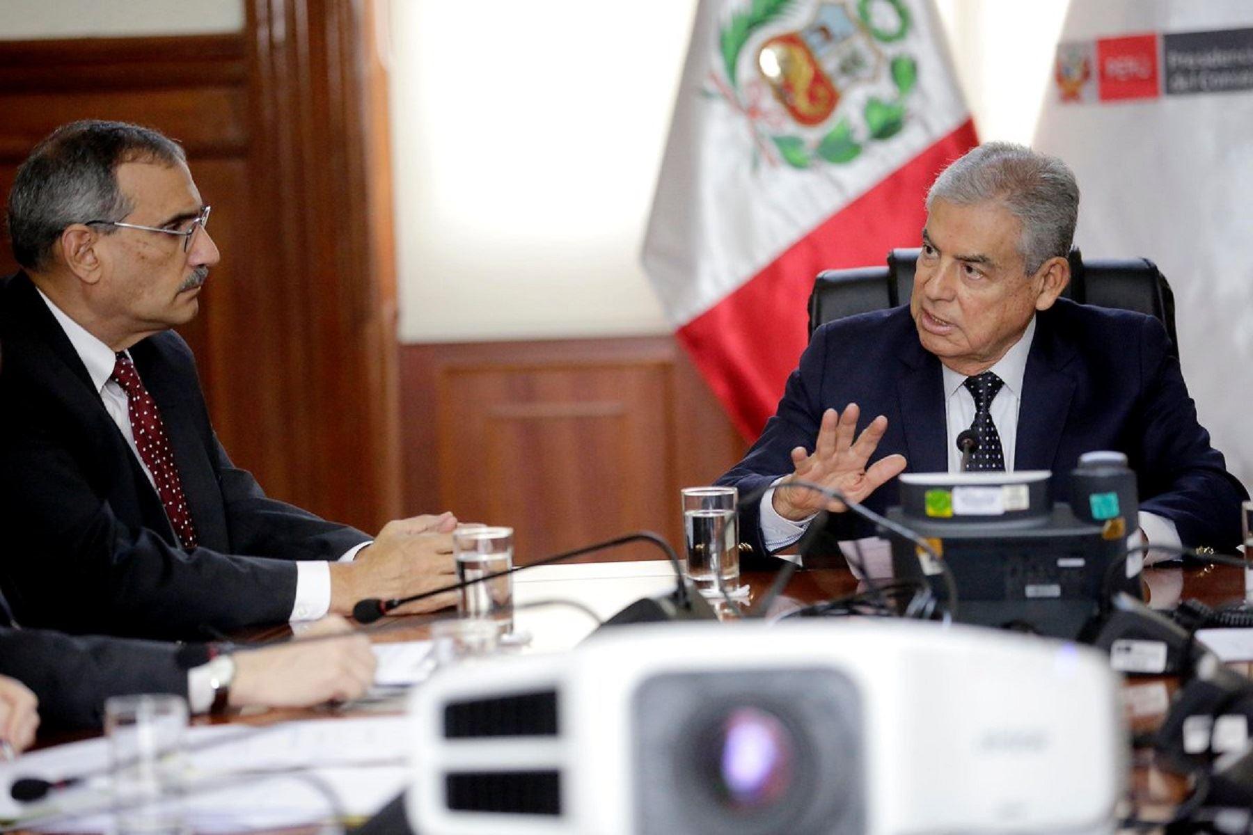 Titular del Consejo de Ministros, César Villanueva y el embajador de los Estados Unidos en el Perú, Krishna R. Urs. Foto: Consejo de Ministros.