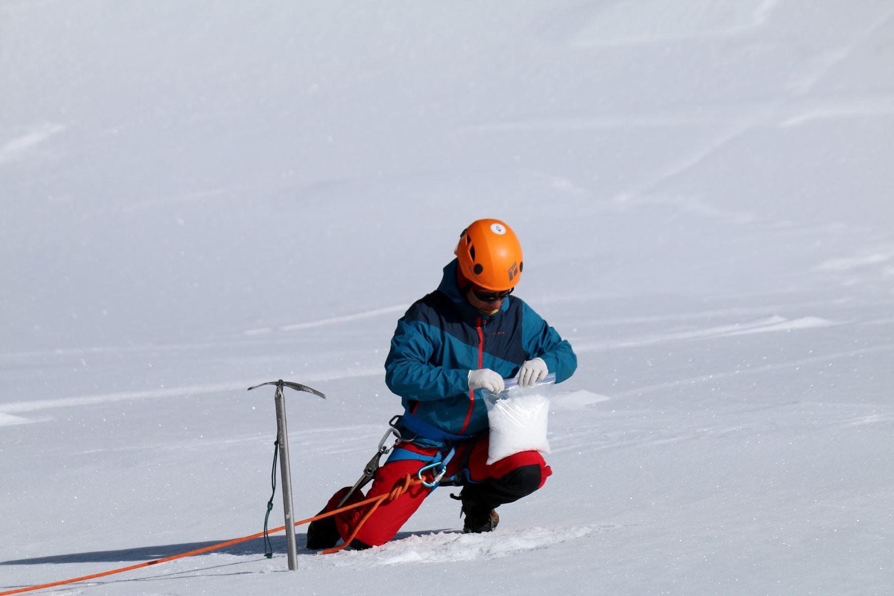 Conozca cómo el carbono negro afecta a los glaciares de la Cordillera Blanca, en Áncash. Foto: Inaigem