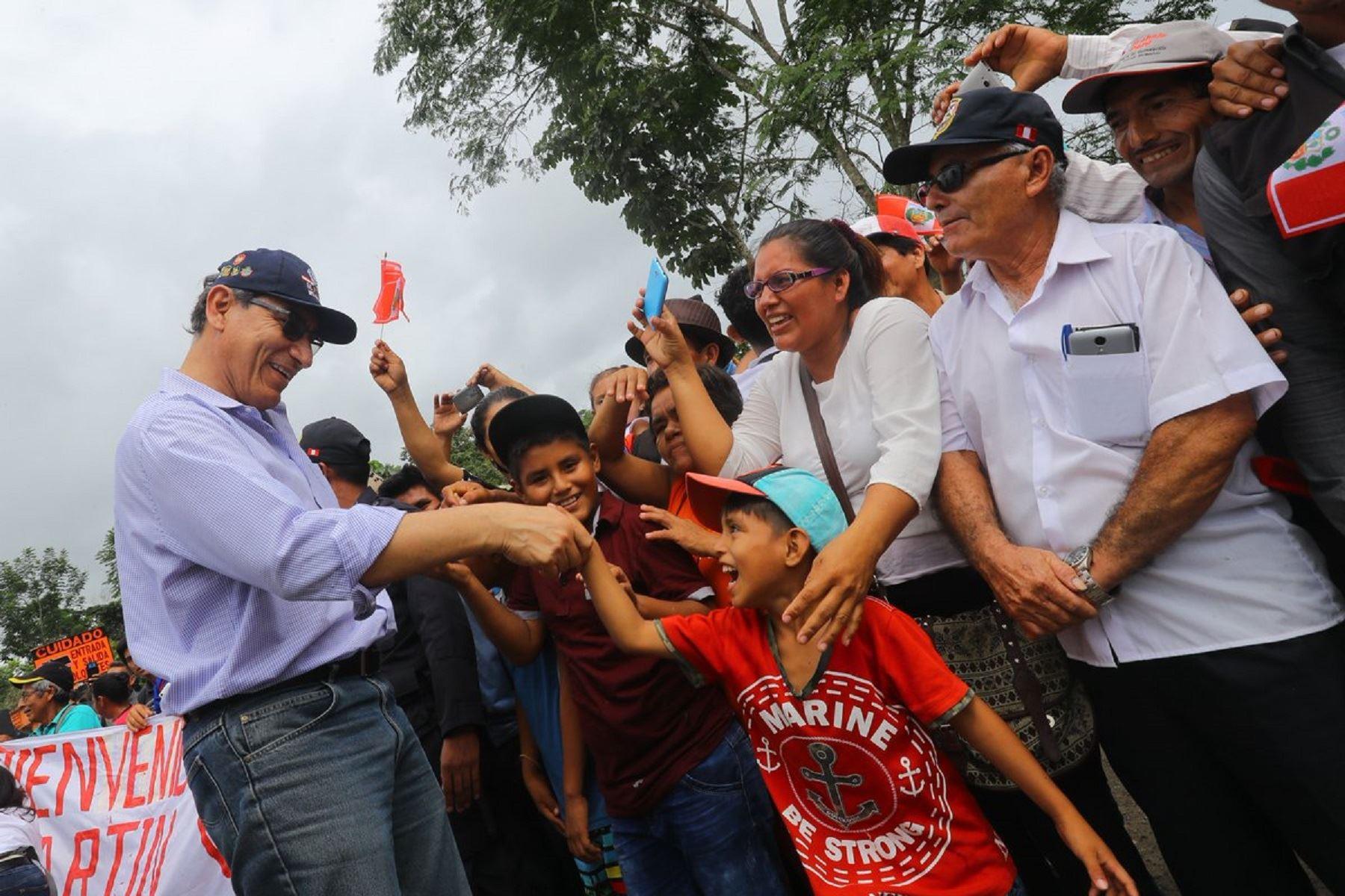 Presidente Martín Vizcarra en encuentro con la población.