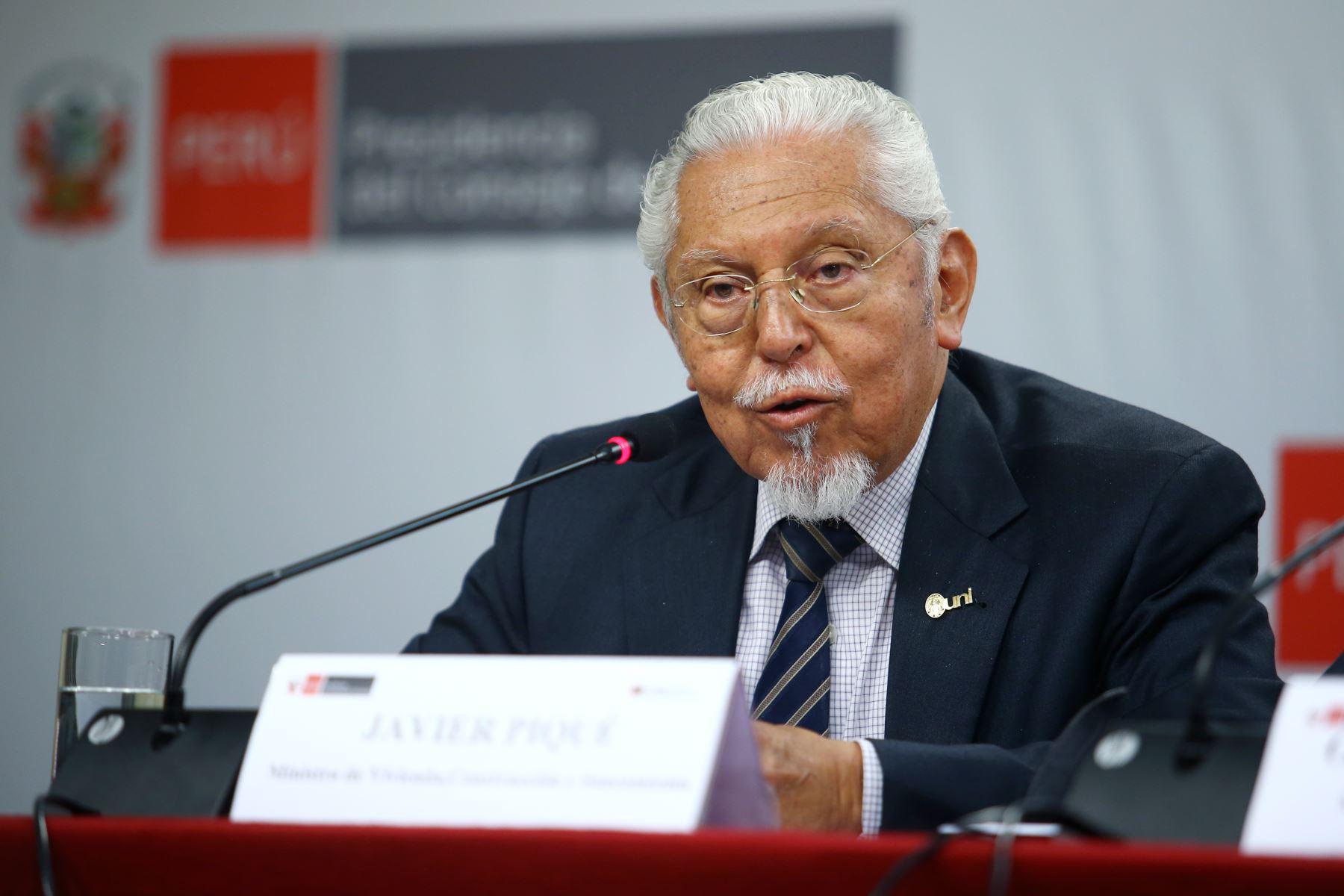 Ministro de Vivienda, Javier Piqué, en conferencia de prensa tras reunión del Consejo de Ministros. Foto: ANDINA/Melina Mejía.