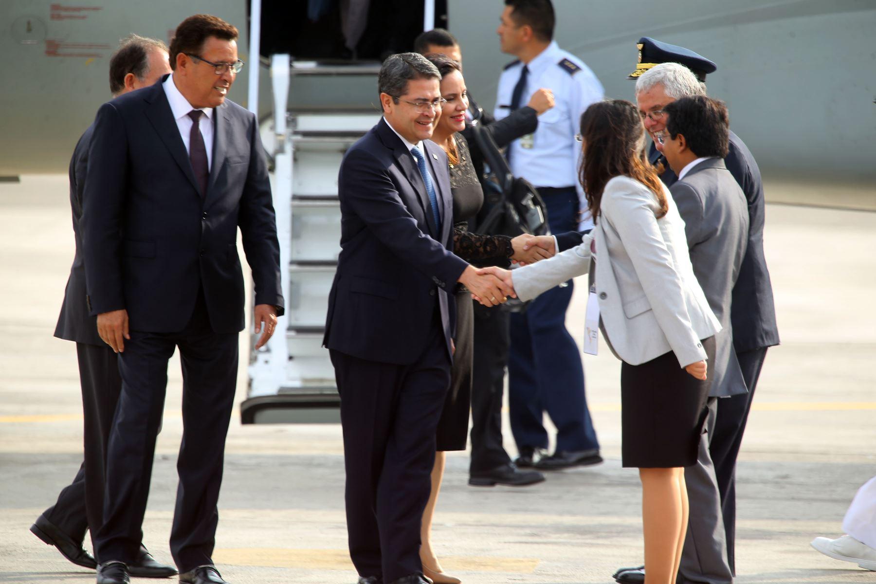 Llegada a Lima del presidente de Honduras, Juan Hernández para participar de La Cumbre de las Américas. Foto: ANDINA/Luis Iparraguirre