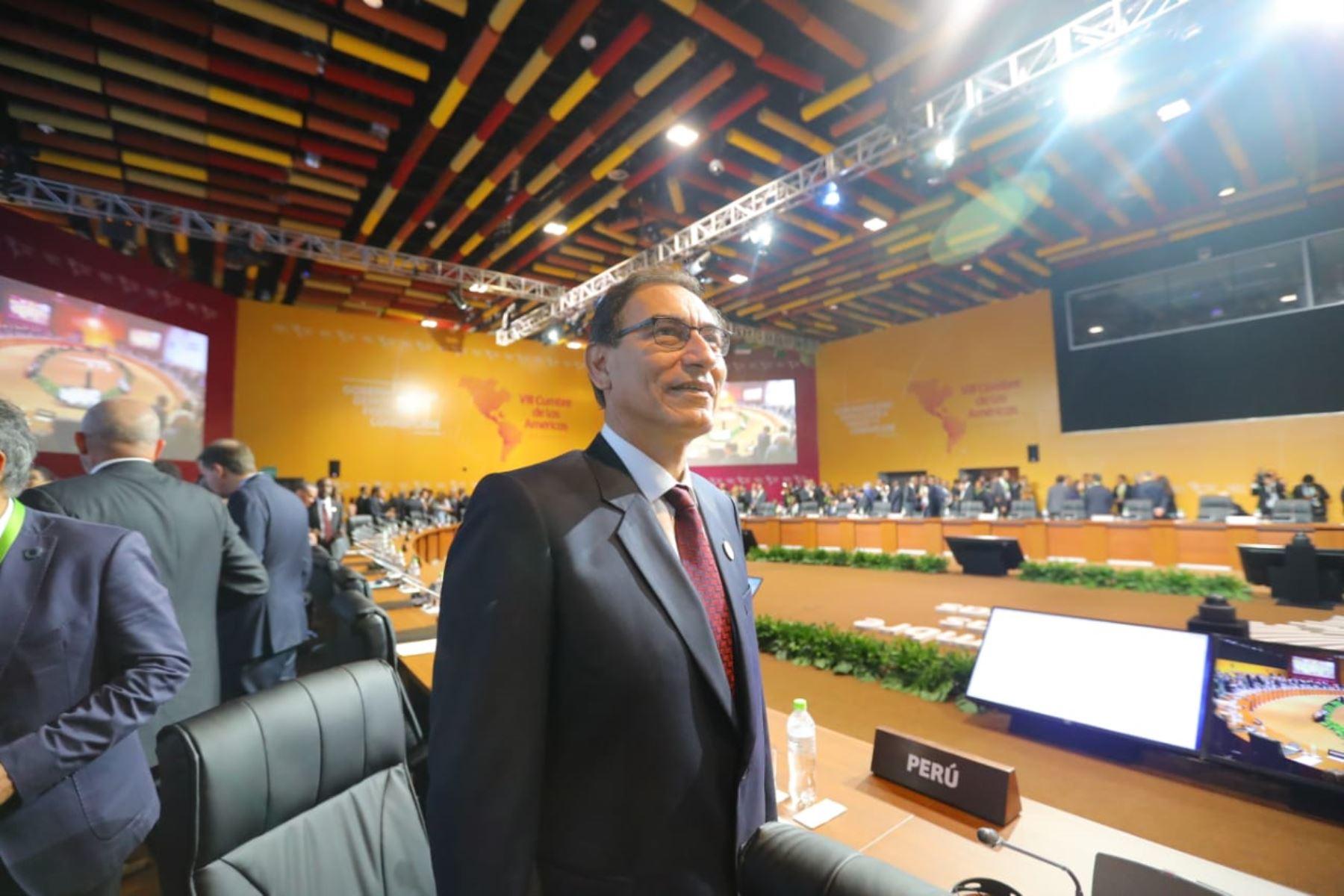 Presidente Martín Vizcarra durante la sesión plenaria de la VIII Cumbre de las Américas en Lima. Foto: ANDINA/Prensa Presidencia
