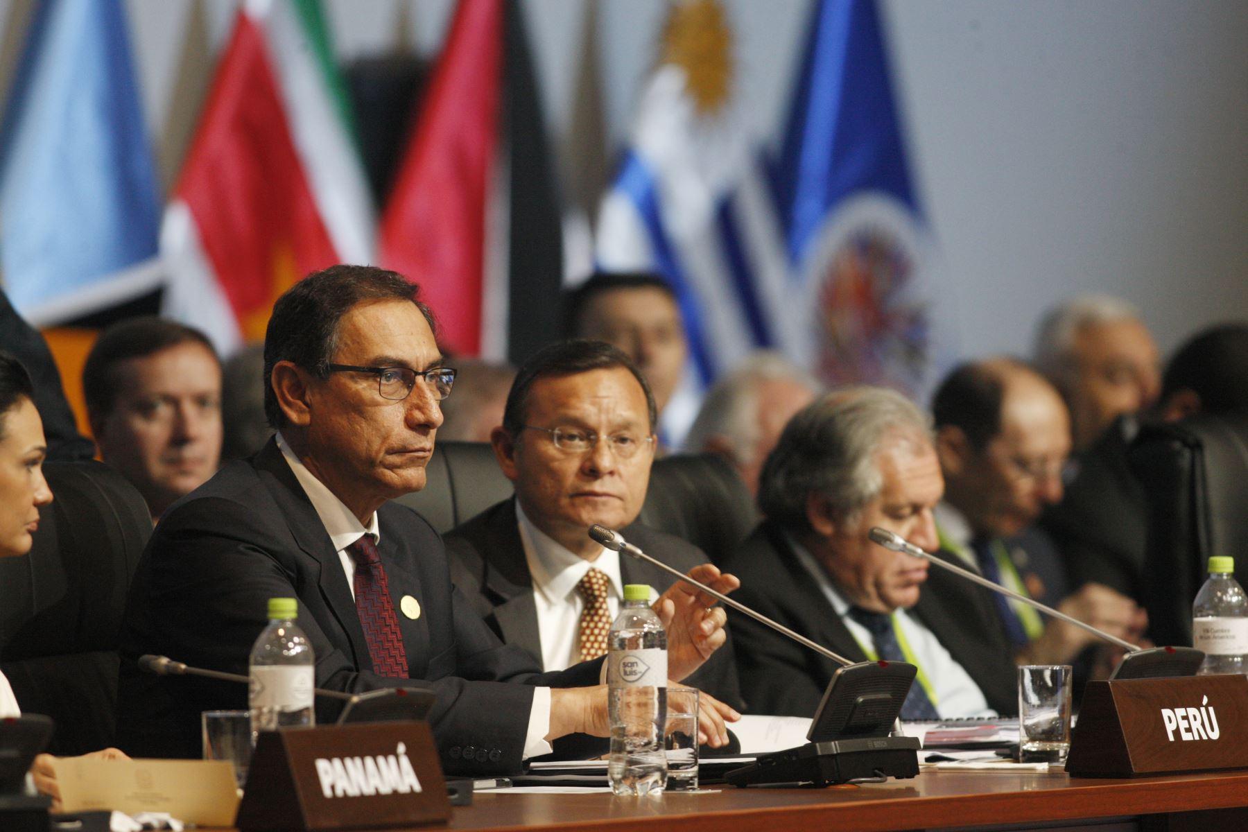 Presidente Martín Vizcarra durante la sesión plenaria de la VIII Cumbre de las Américas en Lima. Foto: ANDINA/Dante Zegarra
