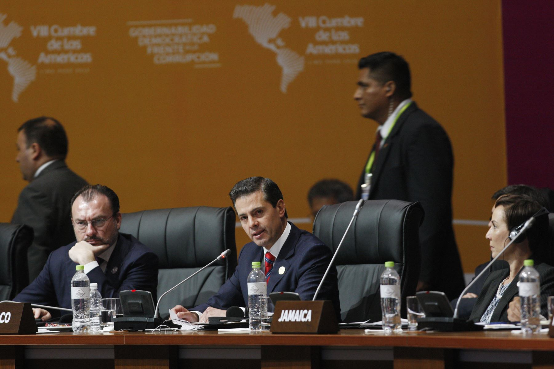 Presidente de México, Enrique Peña Nieto durante la sesión plenaria de la VIII Cumbre de las Américas en Lima. Foto: ANDINA/Dante Zegarra