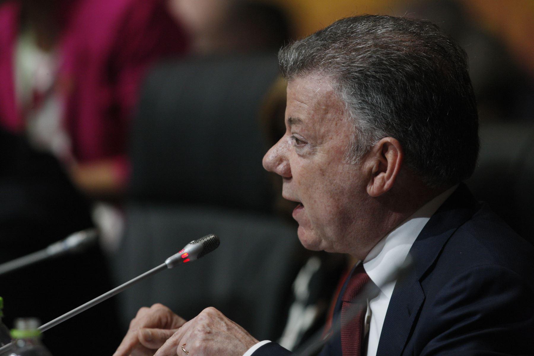 Presidente de Colombia, Juan Manuel Santos durante la sesión plenaria de la VIII Cumbre de las Américas en Lima. Foto: ANDINA/Dante Zegarra