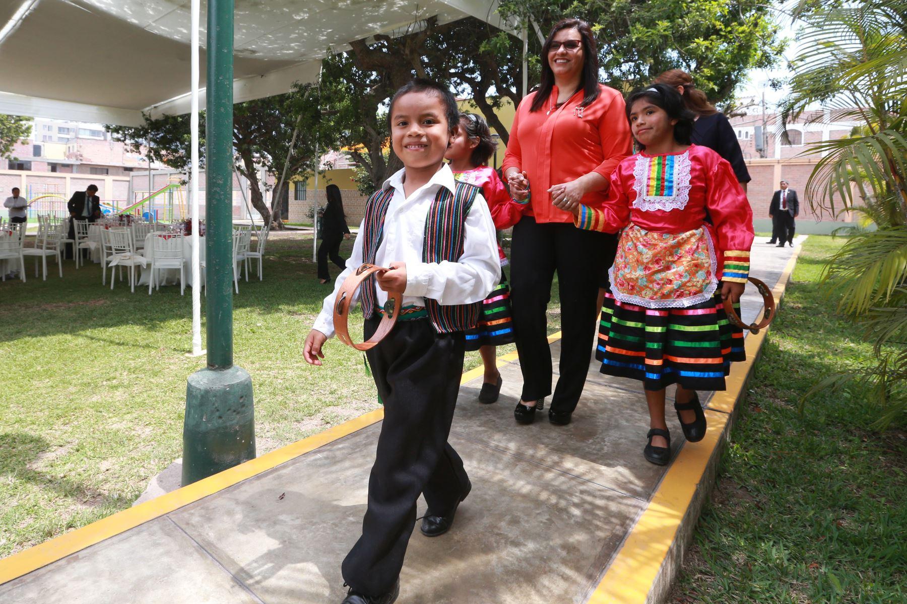 Esposas de los jefes de Estado que participan en la VIII Cumbre de las Américas, visitaron a niños en albergue del Inabif. Foto: ANDINA/Vidal Tarqui
