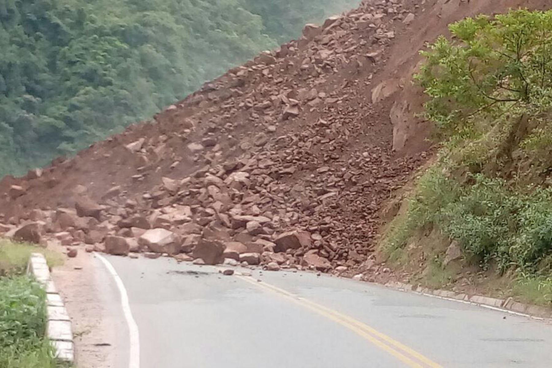 Un derrumbe interrumpe el tránsito en la carretera IIRSA Norte, en la región Amazonas. ANDINA/Difusión