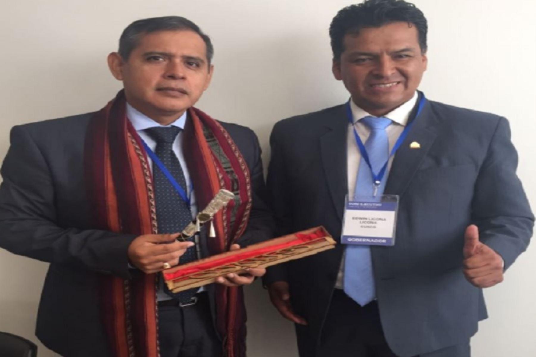 Reunión entre el ministro de Agricultura,Gustavo Mostajo, y el gobernador regional del Cusco, Edwin Licona..