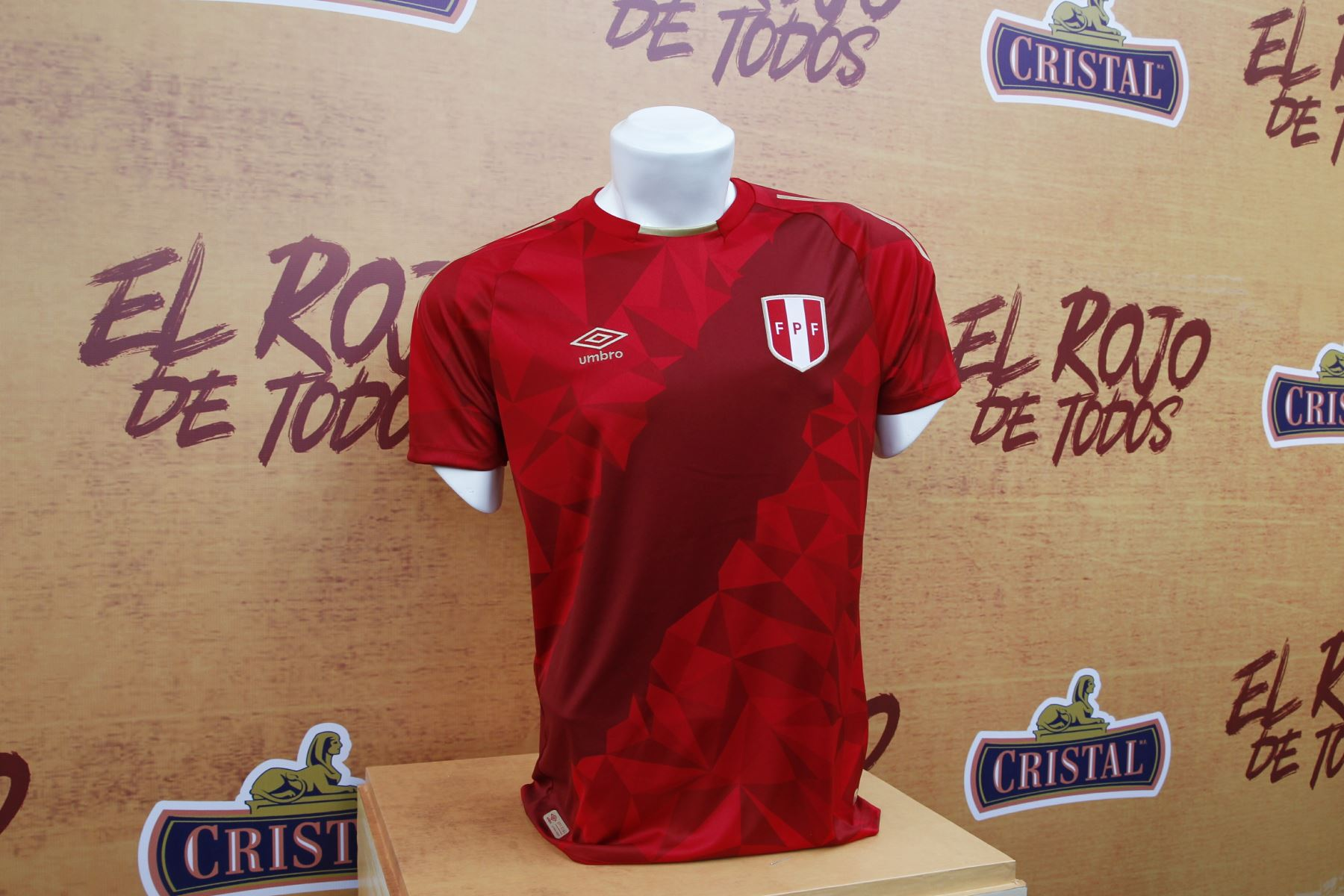 c8a45ce62dd Peru unveils new fan jersey for World Cup 2018 | News | ANDINA ...