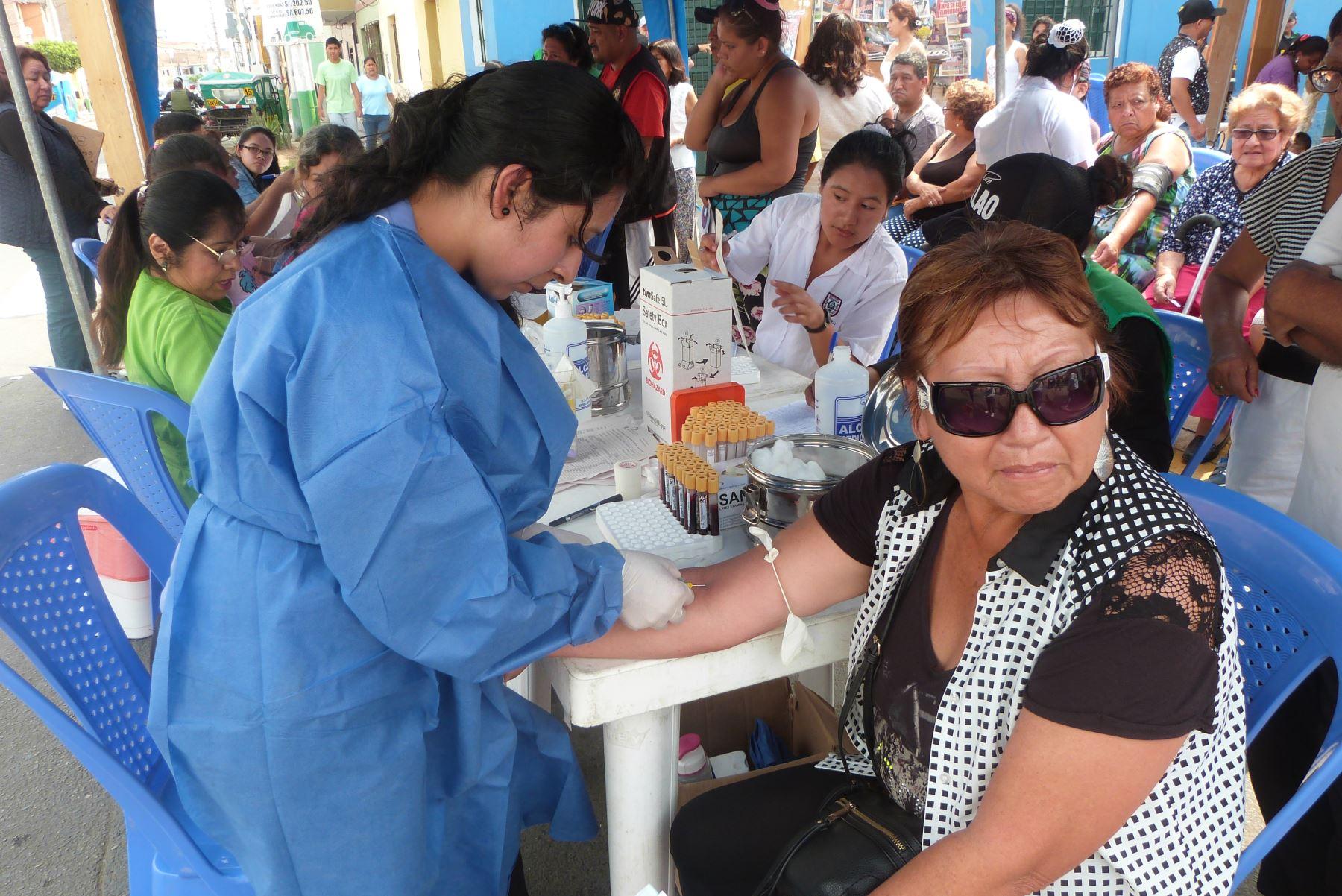 Diresa Callao promueve Clinibús, un servicio itinerante de diversos servicios de salud.