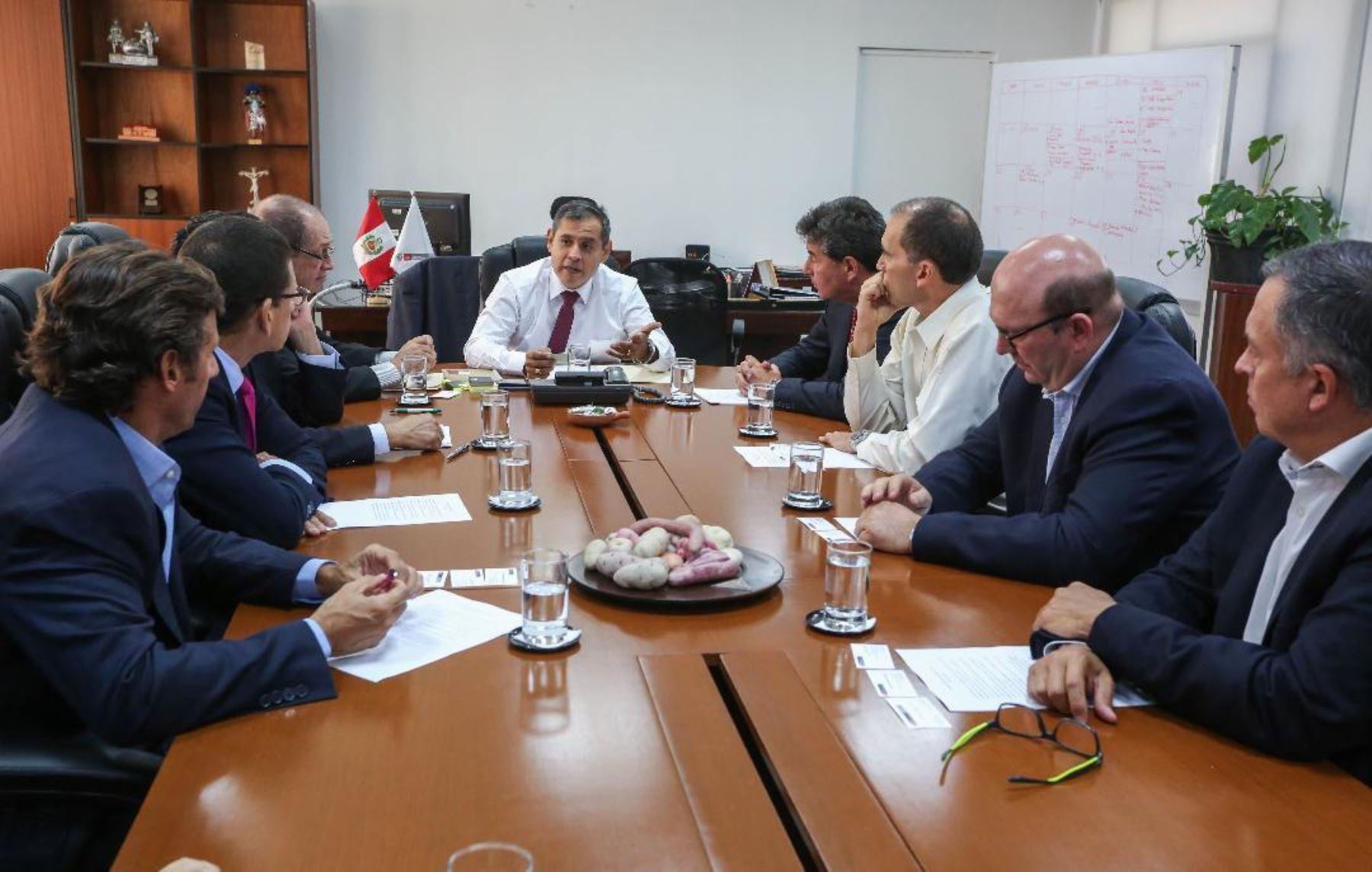 Titular del Minagri, Gustavo Mostajo, se reúne con agroexportadores. Foto: Cortesía Minagri.