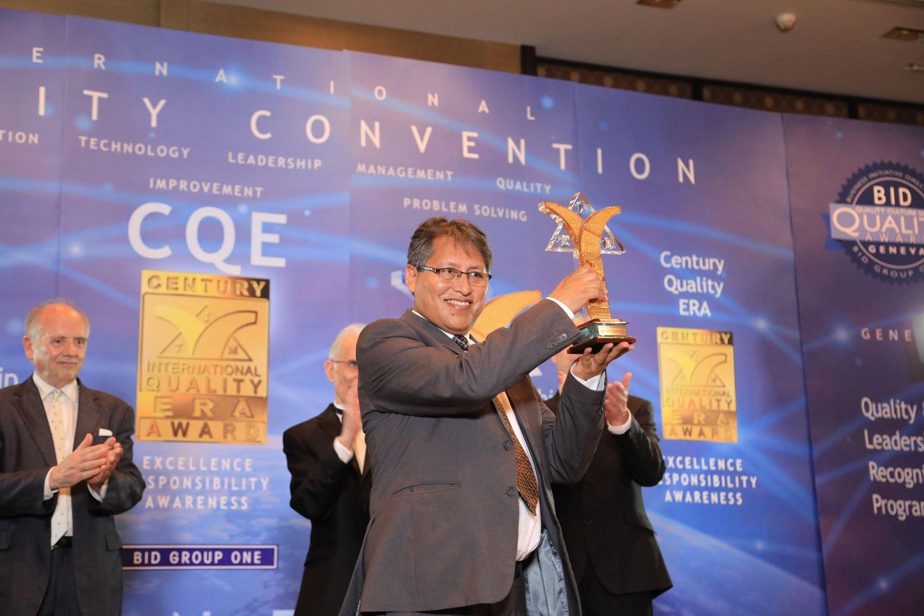 Ingeniero peruano Walter Sánchez Moyna recibió el Premio Era a la Calidad Internacional del Siglo (Century International Quality Era Awards), por su valioso aporte científico a la innovación y la tecnología, en Suiza.