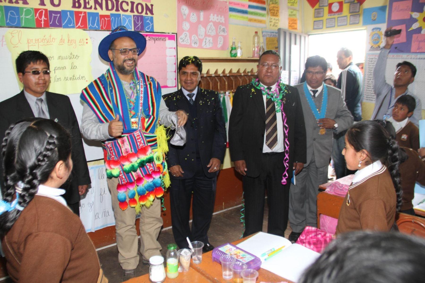 Ministro de Educación, Daniel Alfaro, visitó colegio en Juliaca, Puno. ANDINA/Difusión