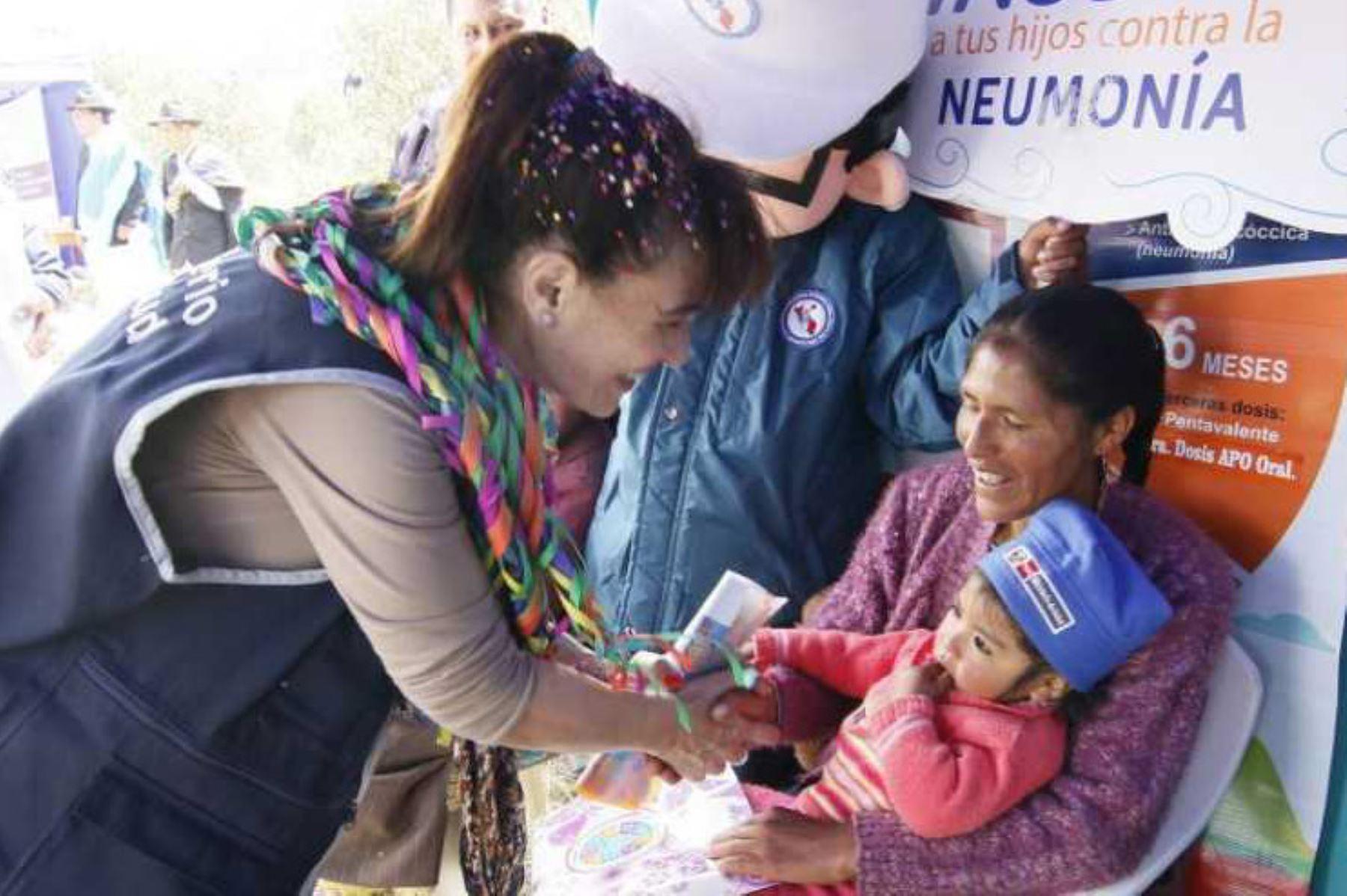 La ministra de Salud, Silvia Pessah, participó en el lanzamiento del Plan Multisectorial ante Heladas y Friaje 2018 que se realizó en el Tambo del centro poblado Colque ubicado en el distrito de Pucará, provincia de Lampa (Puno), en una ceremonia encabezada por el presidente de la República, Martín Vizcarra.