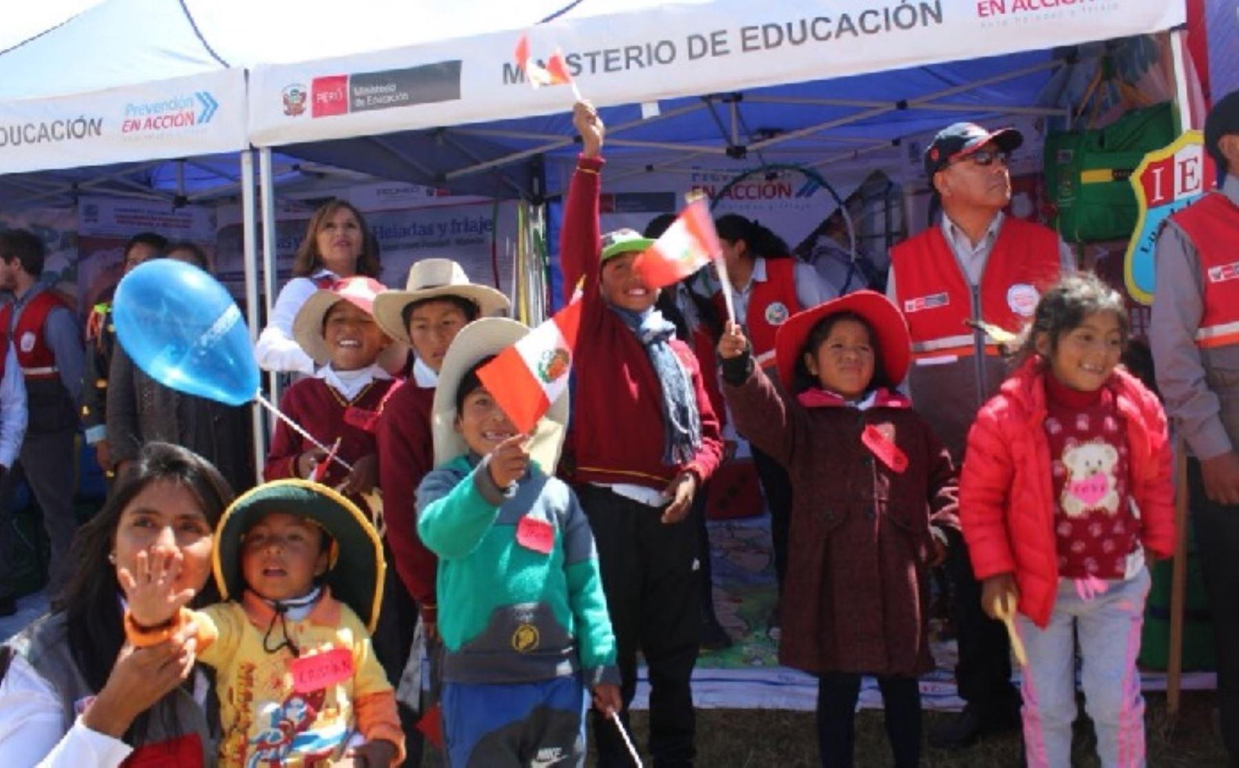 Más de 1500 centros educativos se beneficiarán  con 3078 kits pedagógicos especiales, de soporte socioemocional y actividades lúdicas que servirán para afrontar heladas y friajes.