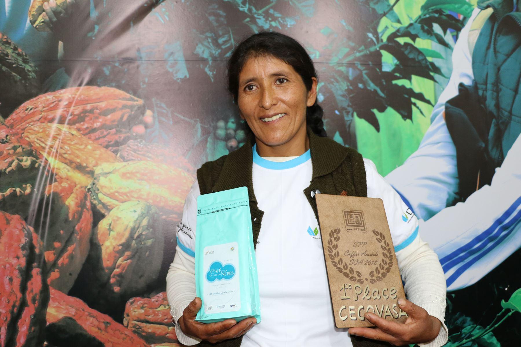 Vicentina Phocco Palero, productora de café de Alto Inambari, en Puno, triunfo en feria Global Specialty Coffee Expo Seattle 2018. ANDINA