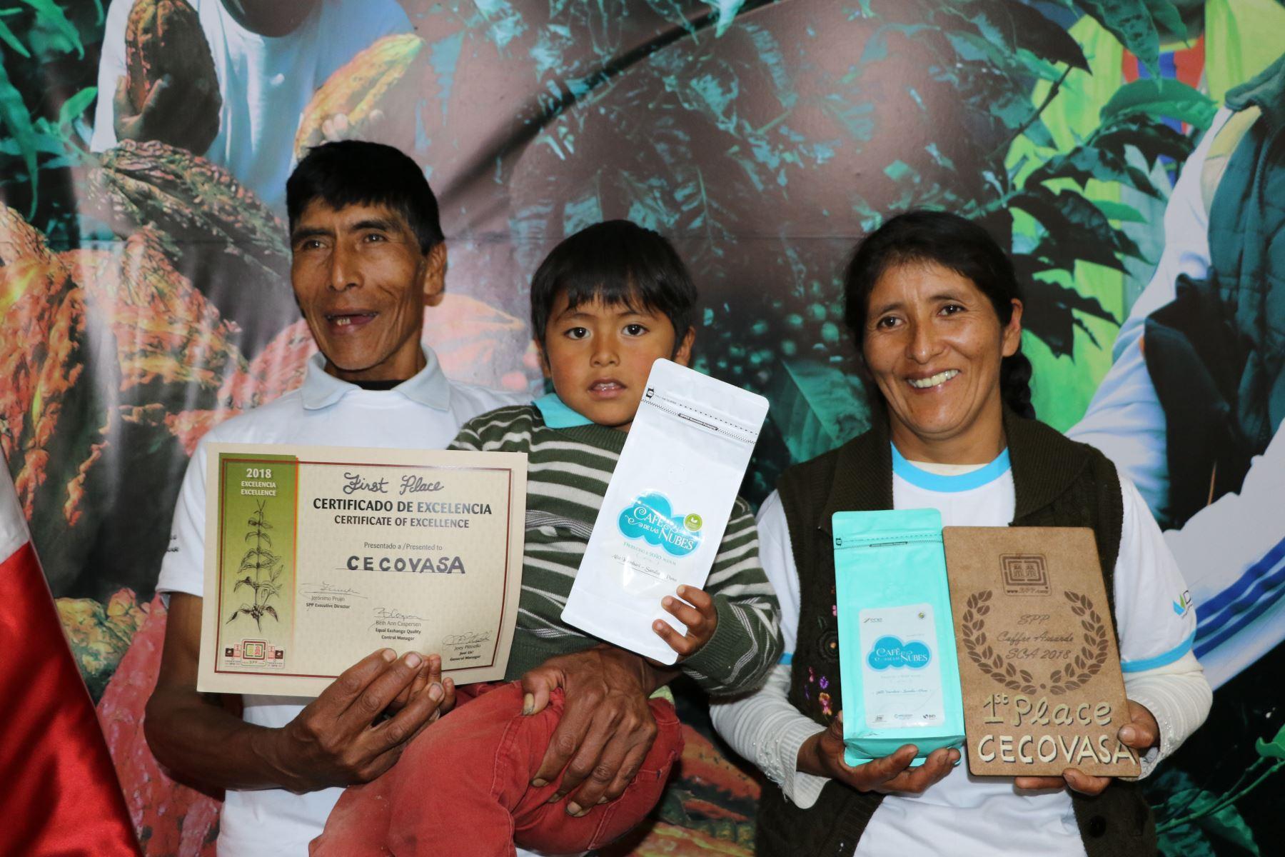 Vicentica Phocco Palero, productora de café de Alto Inambari, en Puno, triunfo en feria Global Specialty Coffee Expo Seattle 2018. ANDINA