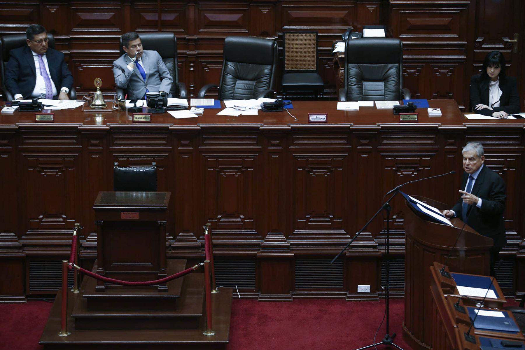 El jefe del Gabinete Ministerial, César Villanueva, junto a los ministros de Estado, se presenta ante el Congreso para exponer la política general del Gobierno y pedir el voto de confianza del Parlamento. Foto: ANDINA/Melina Mejía.