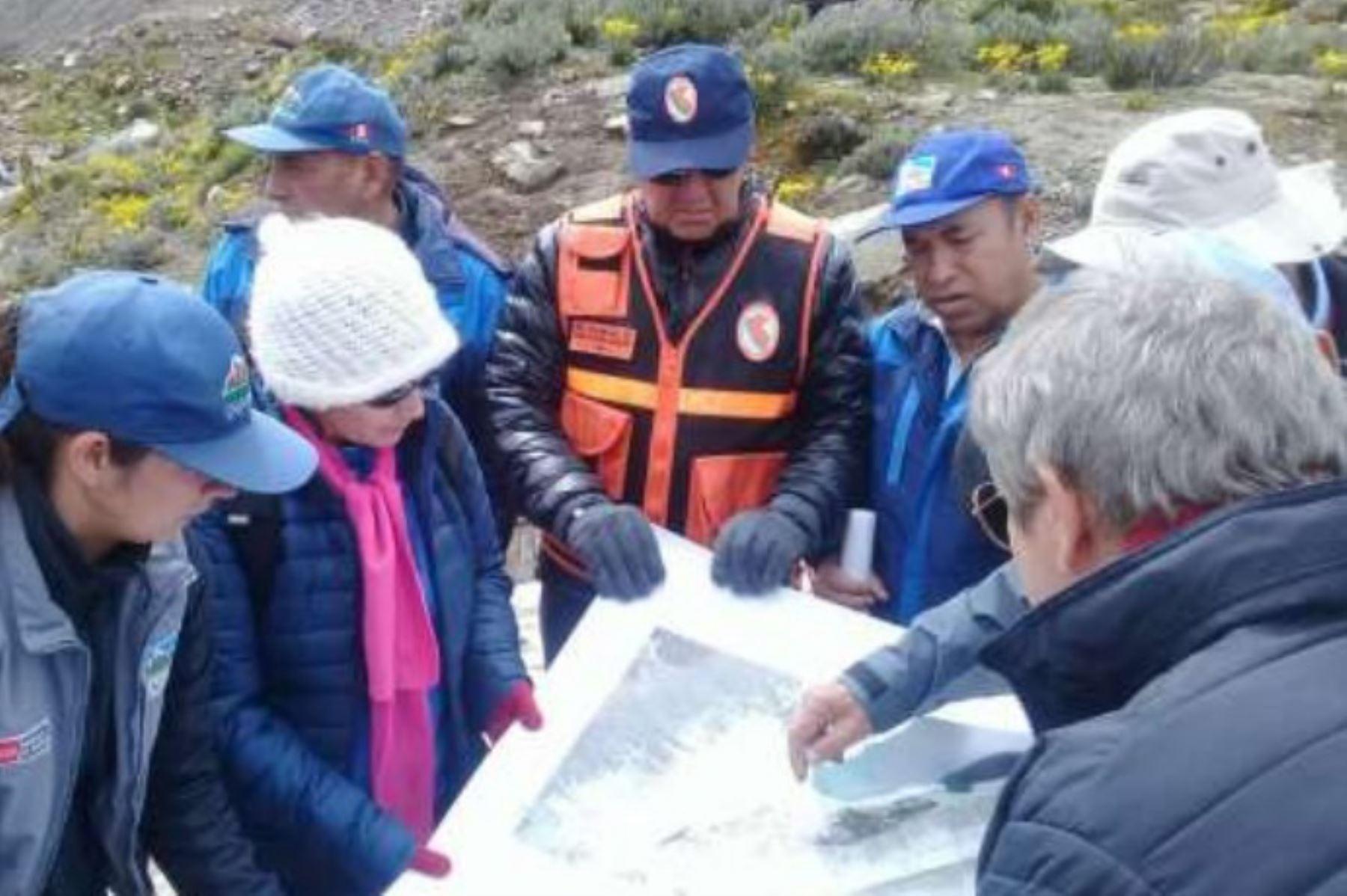 Foto:  Indeci inspecciona laguna Palcacocha para evaluar peligro de aluvión.