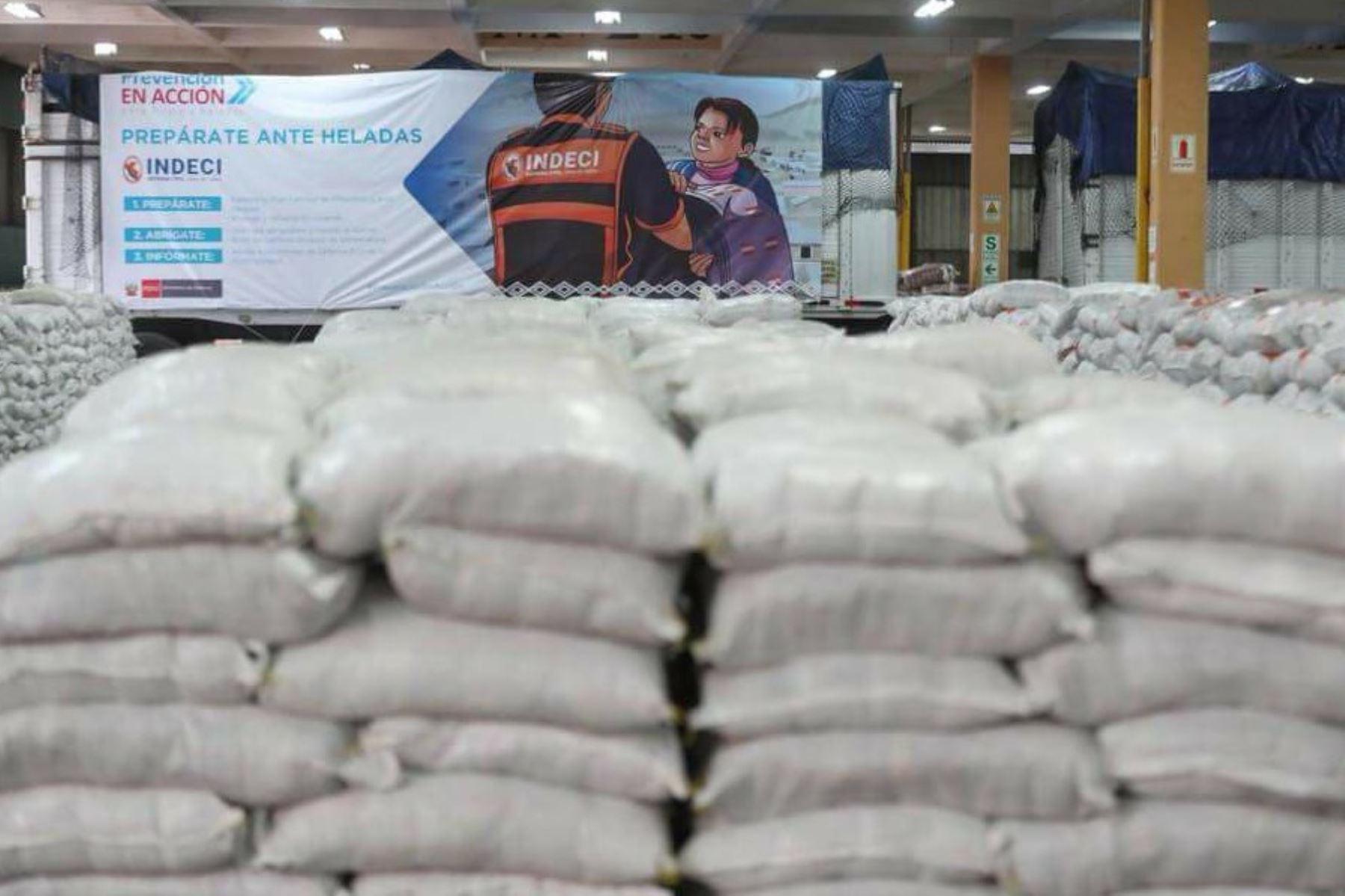 Indeci entrega 648 toneladas de alimentos a ocho regiones para distribuirlas a las familias afectadas por heladas. ANDINA/Difusión