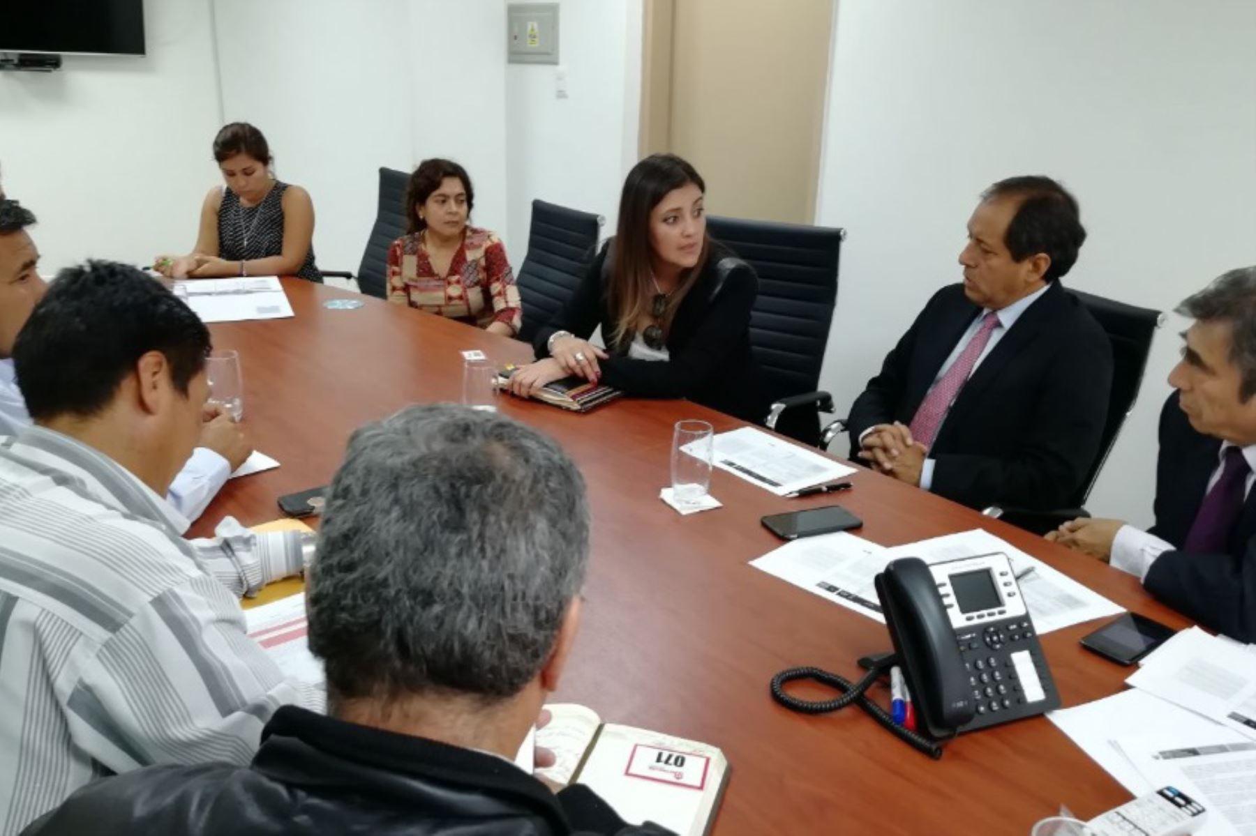 La reconstrucción de las zonas afectadas por el Niño Costero en la región Arequipa se iniciarán a fines de mayo con la ejecución del primer paquete de proyectos que financiará la Autoridad para la Reconstrucción con Cambios (ARCC), con un presupuesto de 100 millones de soles, anunció la gobernadora regional de Arequipa, Yamila Osorio.