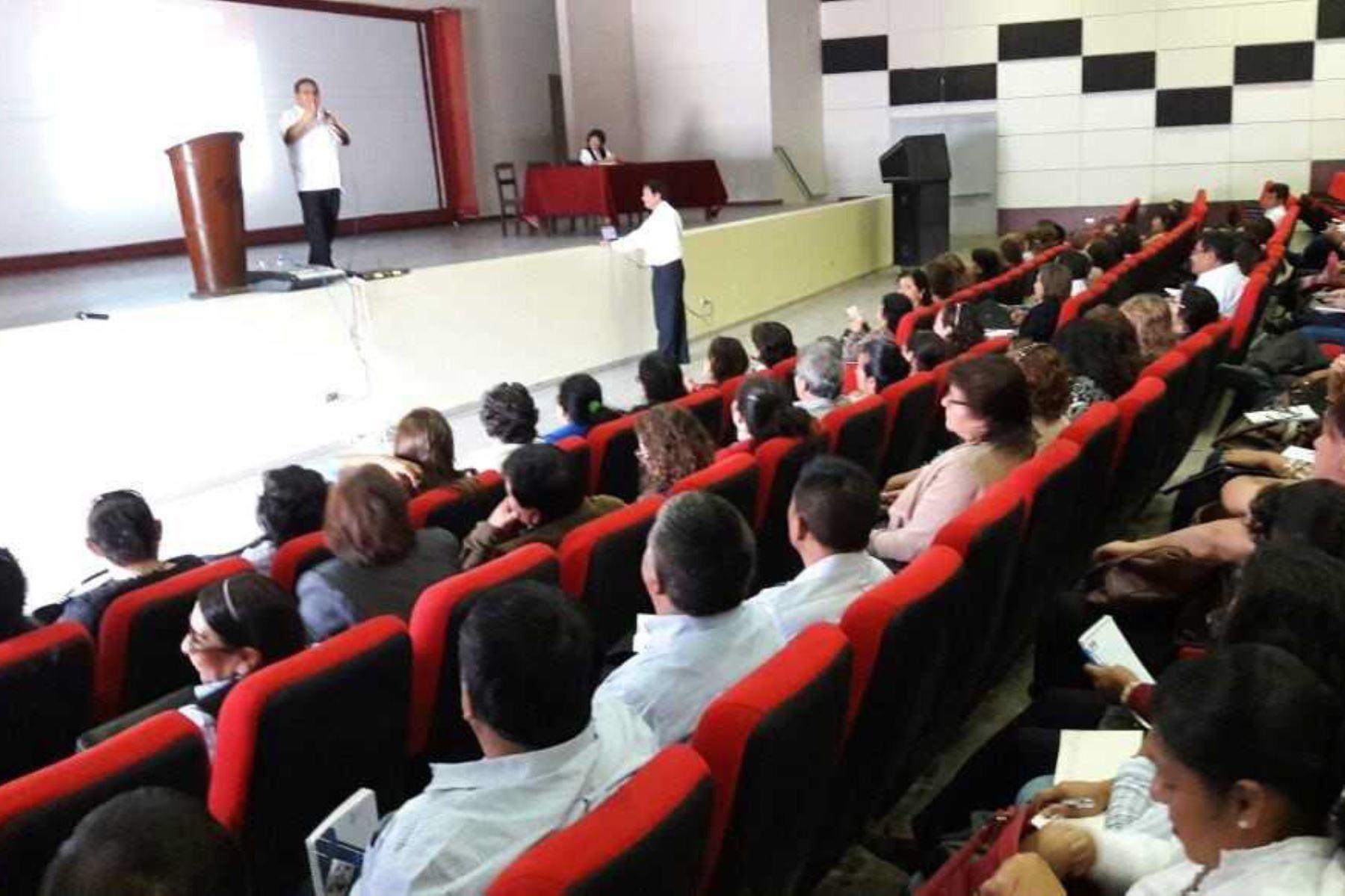 La Unidad de Gestión Educativa Local (Ugel) de Chiclayo inició una serie de acciones de prevención del síndrome de Guillain Barré en la comunidad educativa de su jurisdicción.