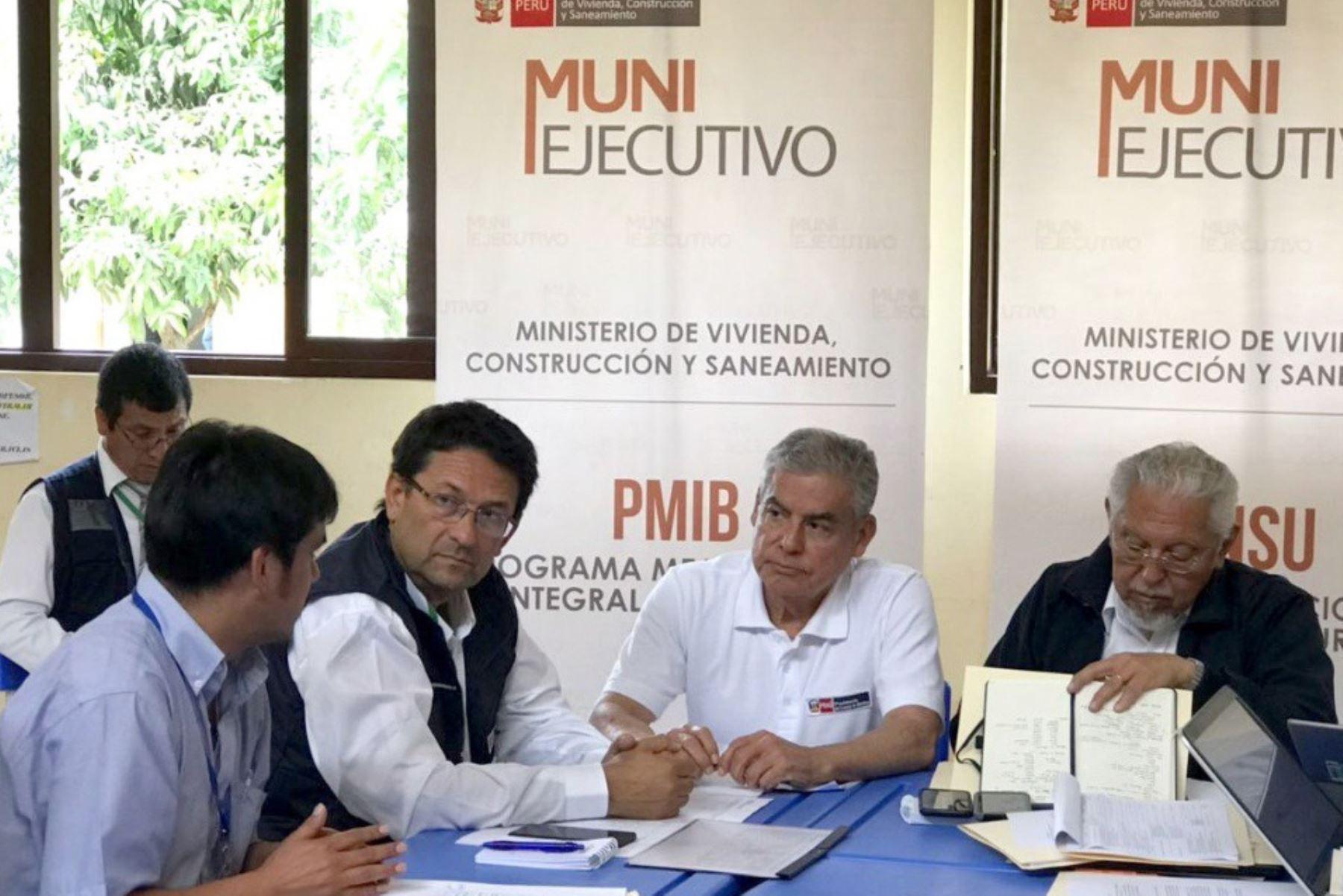 El presidente del Consejo de Ministros, César Villanueva, y siete ministros de Estado se reúnen con once alcaldes provinciales de Huánuco, en el marco del Muni Ejecutivo con el propósito de identificar y priorizar un conjunto de proyectos de inversión en diversos sectores para beneficio de la población de esa región.