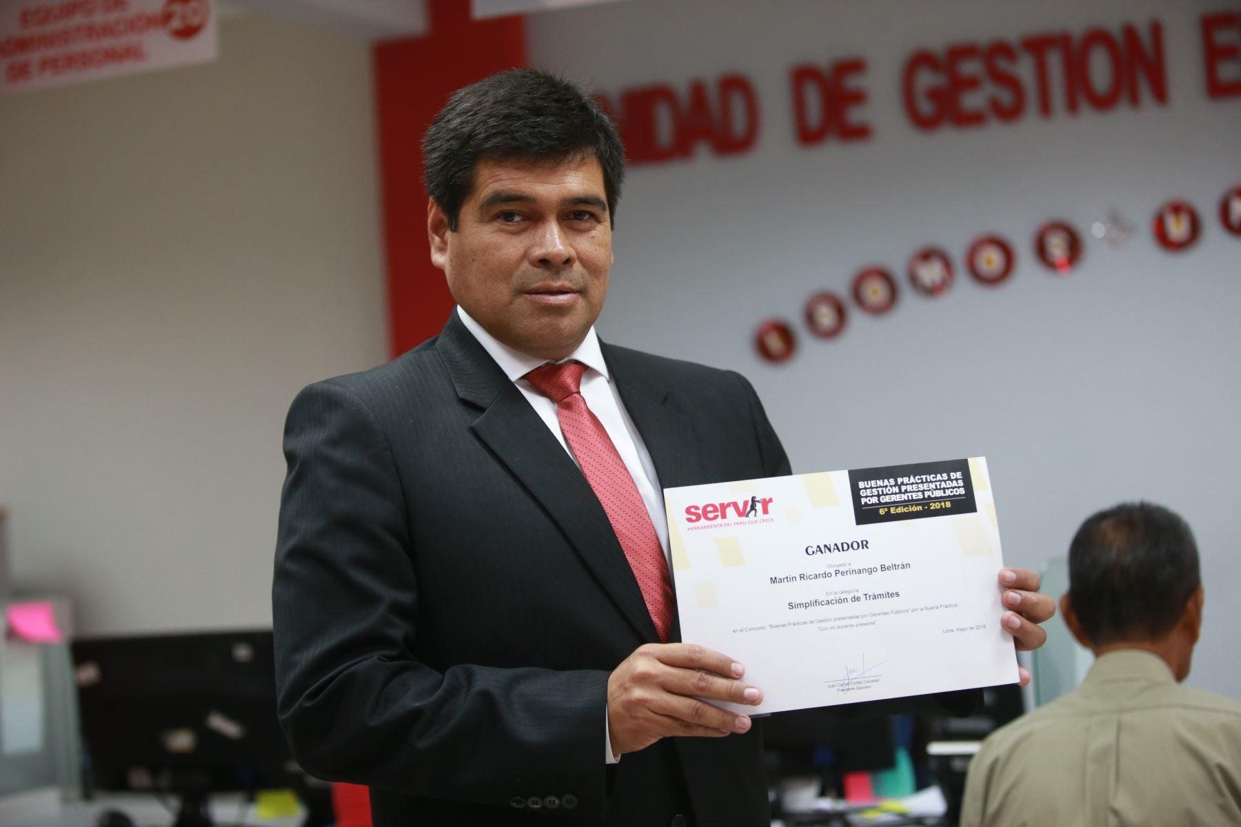 Martín Perinango Beltrán es gerente público de la UGEL 04 está convencido de que a los universitarios hay que enseñarles que los mejores deben trabajar en el Estado. ANDINA/Jhony Laurente