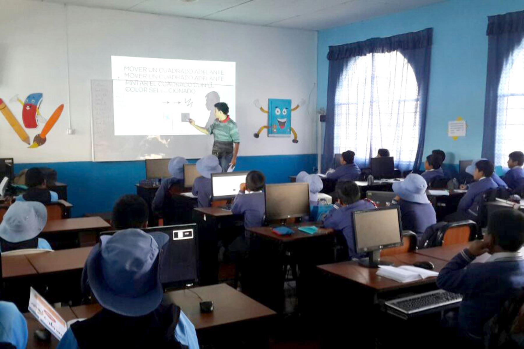 La UNI dicta clases de robótica educativa a escolares de Tarma
