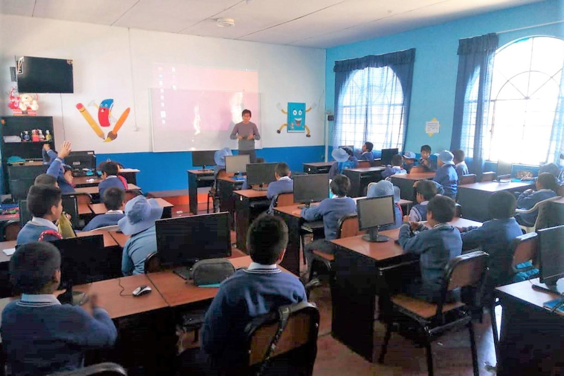 No podemos poner en riesgo aprendizajes de escolares dice ministra de Educación, Flor Pablo por anuncio de paro del Sutep. ANDINA/Difusión