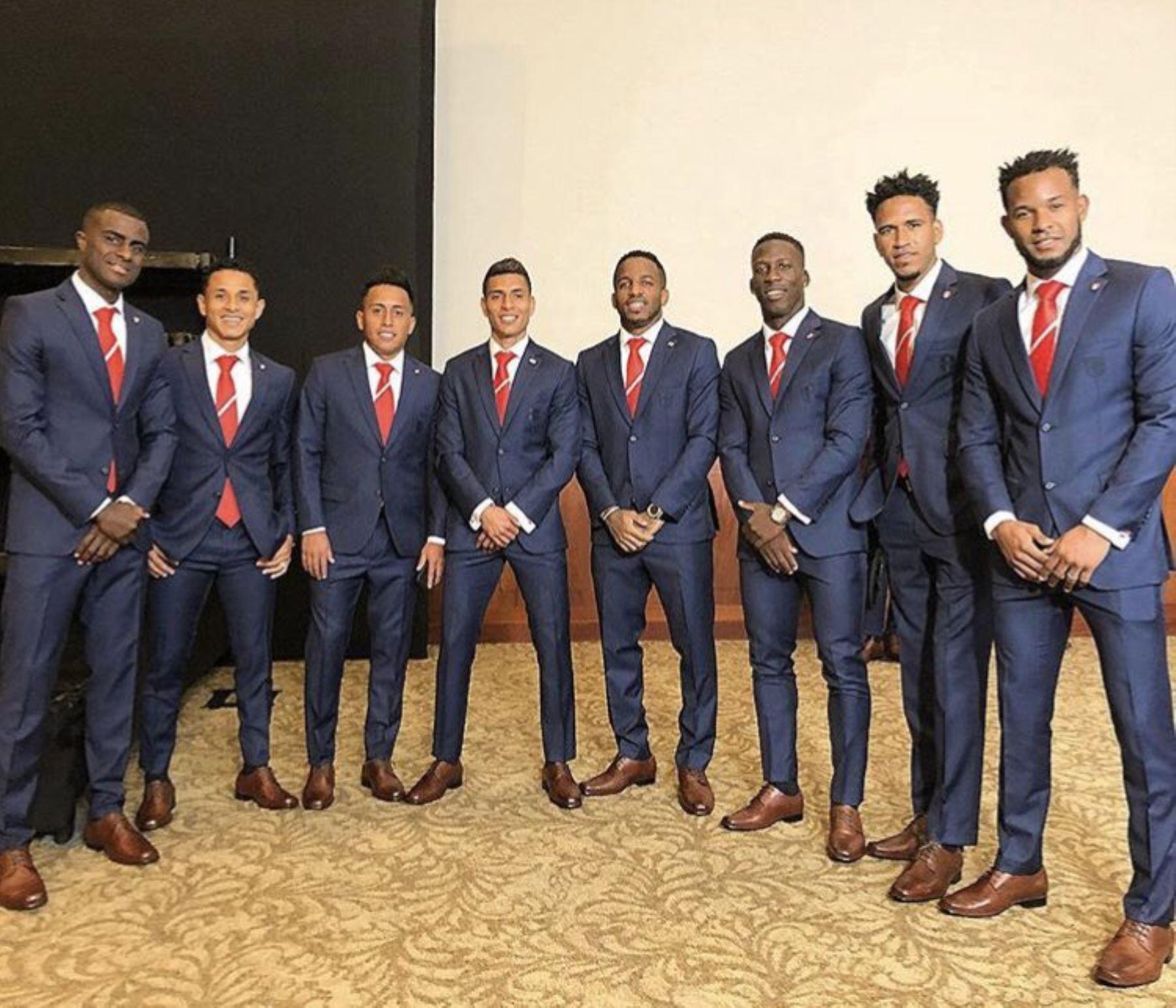 Elegante Vea Jugadores Que La Vestirán Peruana Ropa Selección Los A14qwnIF5x
