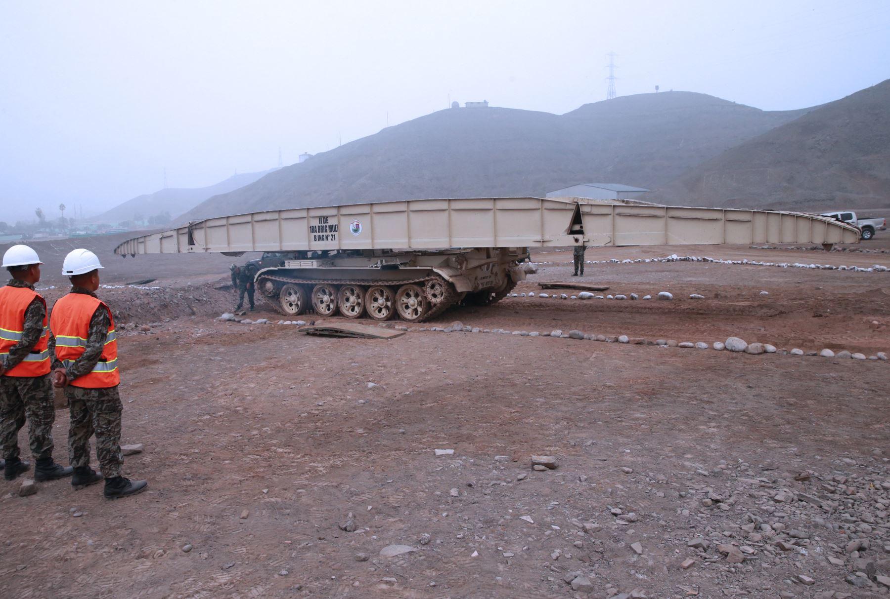 Resultado de imagen para tanque puente peru lima