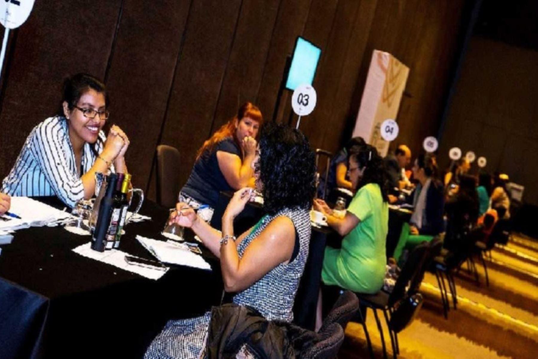 Mmp y Promperú organizaron seminario 'Comercio y Género en el Perú', que permitió a los asistentes identificar las oportunidades y desafíos para la internacionalización de las empresas lideradas por mujeres y obtener conocimientos en comercio exterior desde un enfoque intersectorial.
