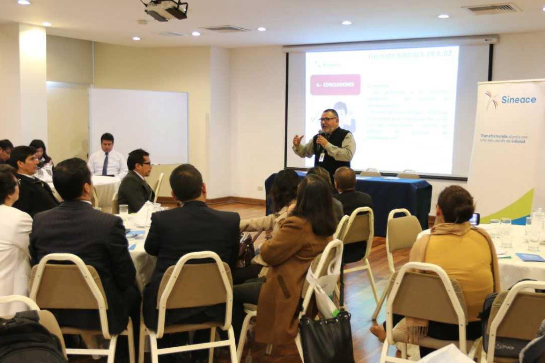 """Con el objetivo de fortalecer la calidad educativa de las universidades de la región Ayacucho, el Sistema Nacional de Evaluación, Acreditación y Certificación de la Calidad Educativa (Sineace), arribará a la """"ciudad de las iglesias"""" para capacitar a los comités de calidad en evaluación, mejora continua y acreditación."""
