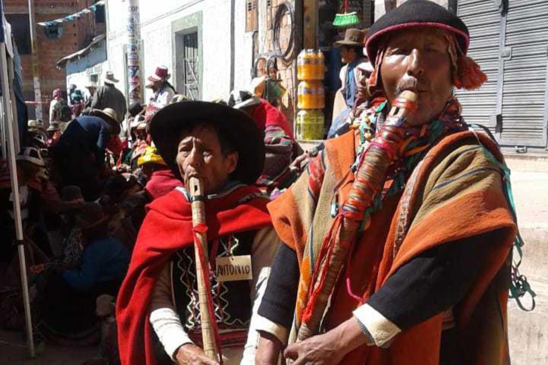"""""""Chuko soltera suway"""", danza típica cusqueña, fue presentada en el Primer Encuentro de Saberes Productivos de Kunturkanki, en la región Cusco, por los usuarios del Programa Nacional de Asistencia Solidaria Pensión 65, del Ministerio de Desarrollo e Inclusión Social."""