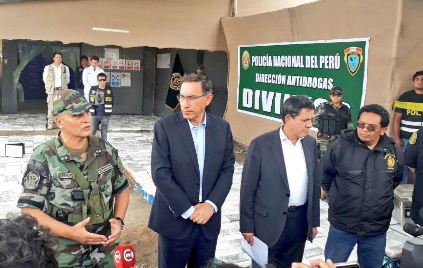 Presidente Martín Vizcarra destacó incautación de droga en Chancay.