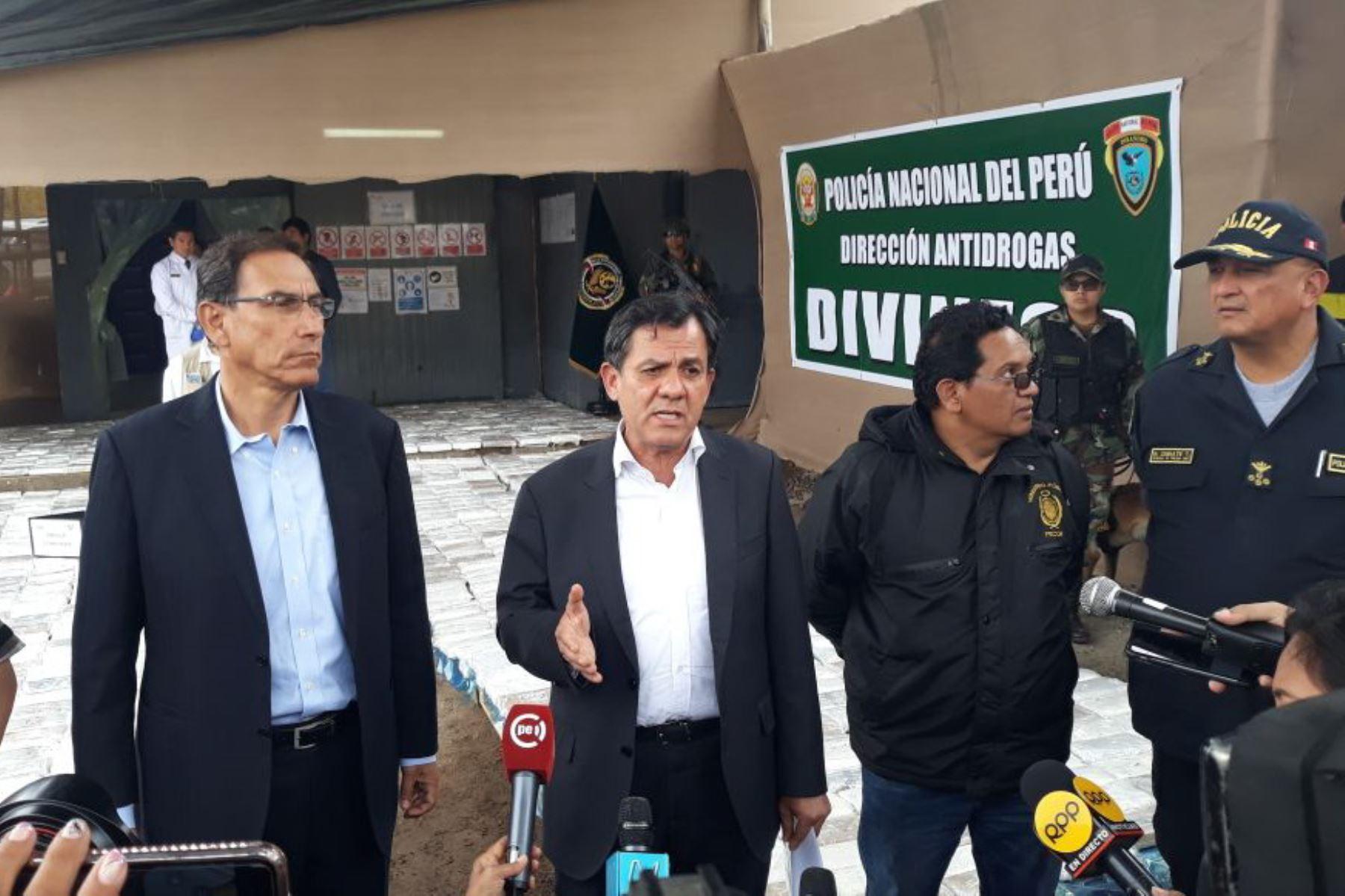 Presidente Martín Vizcarra encabezó ceremonia de presentación de droga incautada en Chancay. ANDINA/Difusión