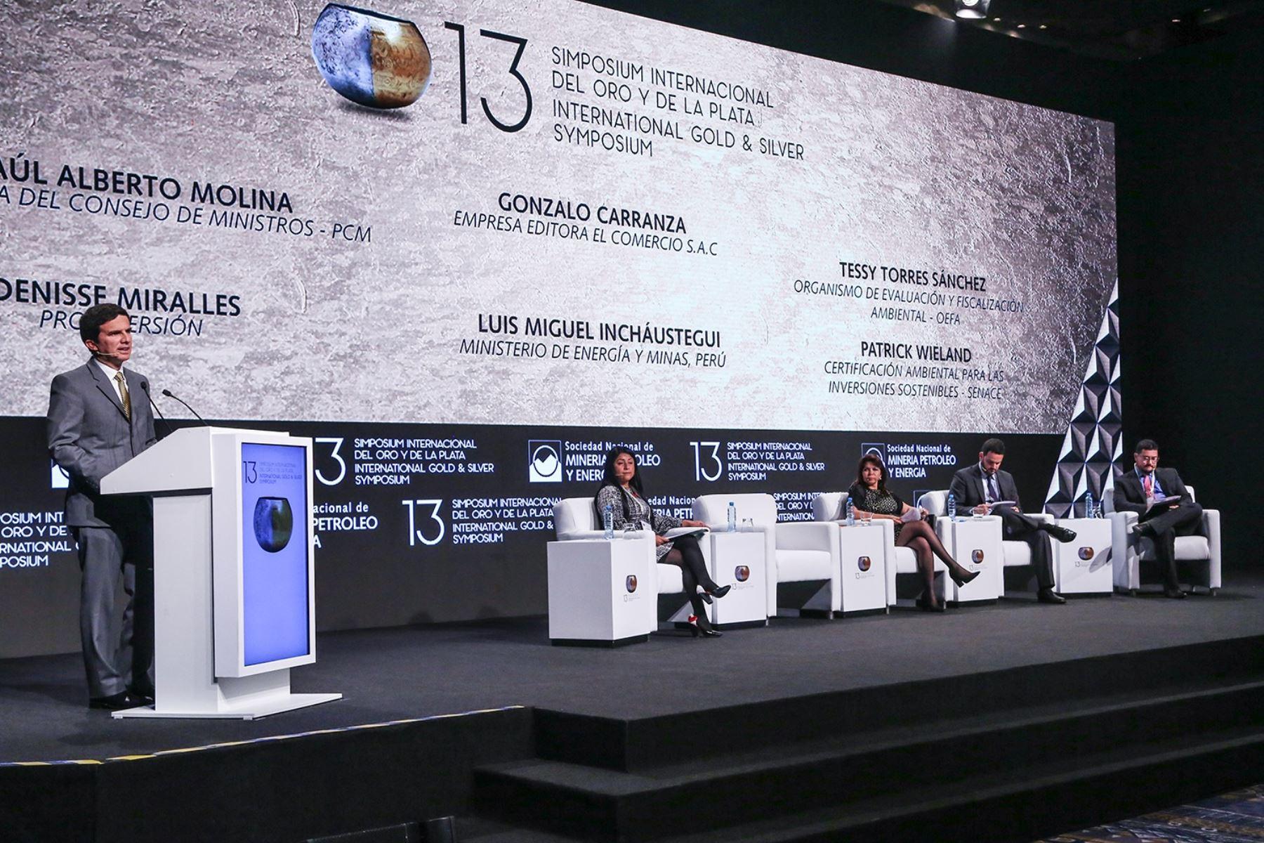 Viceministro de Minas, Luis Miguel Incháustegui, expone en 13 Simposium del Oro y la Plata. Foto: Cortesía.