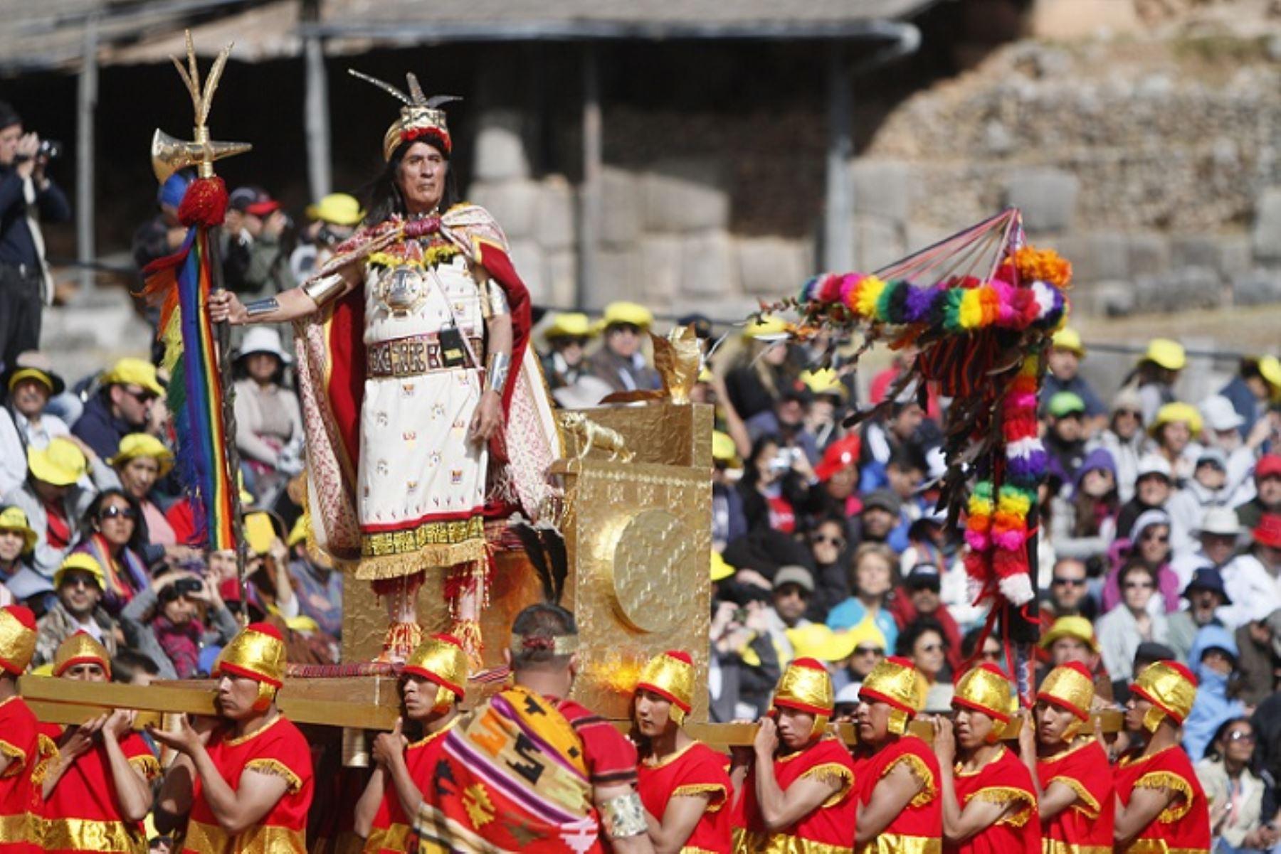 La Dirección Desconcentrada de Cultura de Cusco dispuso medidas de cuidado y protección del patrimonio cultural en el Parque Arqueológico de Sacsayhuamán durante la escenificación del Inti Raymi, a realizarse mañana 24 de junio, a fin de evitar que las construcciones incas sean afectadas por la gran cantidad de espectadores que habitualmente asisten a esta actividad. Foto: ANDINA/Percy Hurtado Santillán.