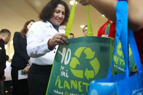 La ministra del Ambiente, Fabiola Muñoz, resaltó la reducción de bolsas de plástico de un solo uso. ANDINA/Eddy Ramos