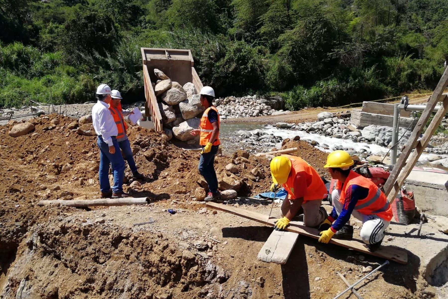 Más de 28,000 pobladores de Incahuasi, en Lambayeque, se benefician con puente modular.