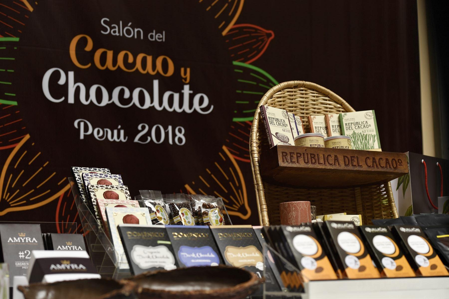 Empresarios de Alemania, Chile, Japón, Inglaterra, Italia y Estados Unidos están interesados en comprar cacao producido en el Valle de los Ríos Apurímac, Ene y Mantaro (Vraem), por lo que en el marco del IX Salón del Cacao y Chocolate que se realiza en Lima se pactaron 40 citas de negocios entre productores y representantes de compañías de esos países.Foto:  ANDINA/Difusión