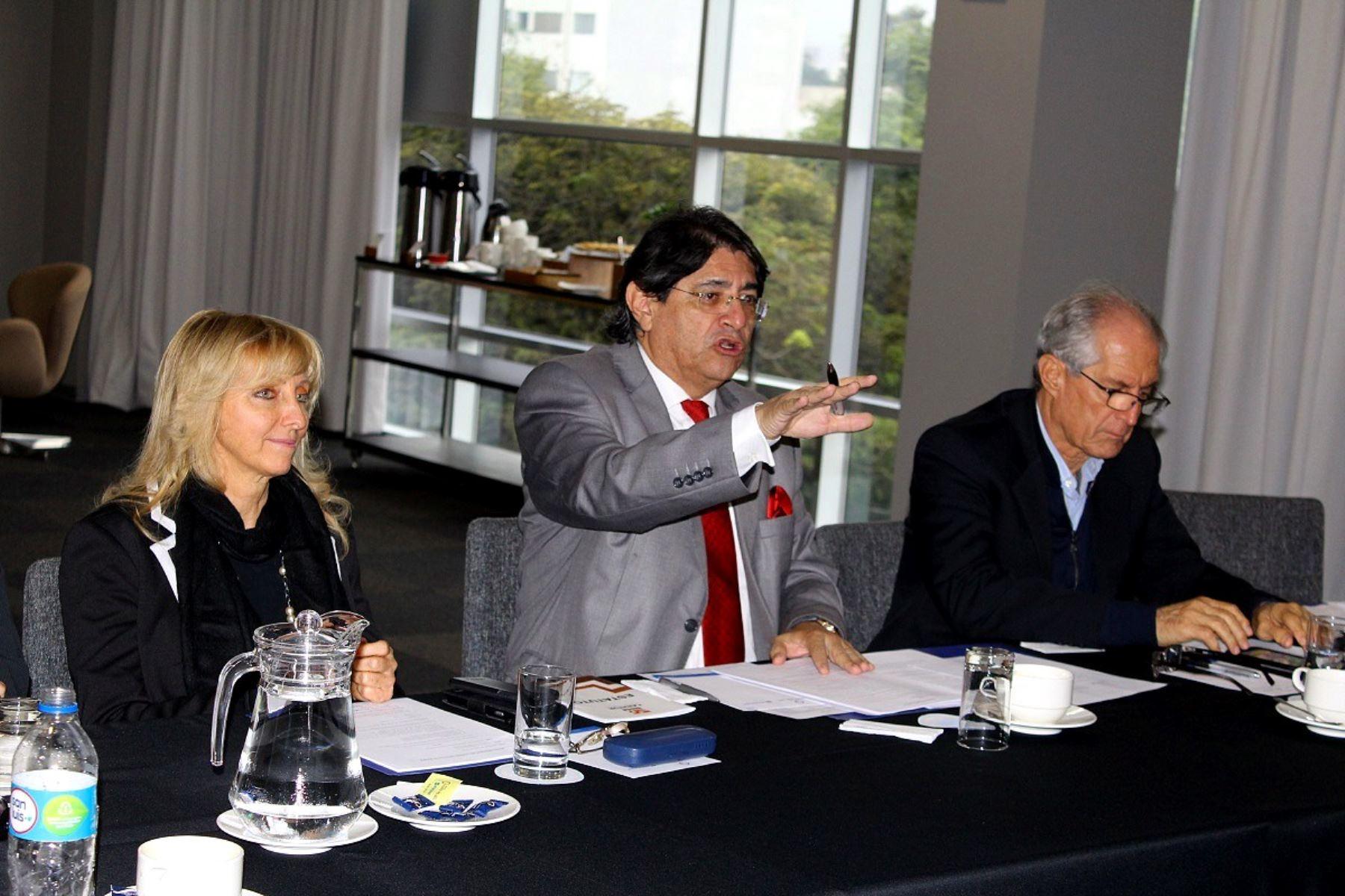 Presidente de Canatur, Carlos Canales (al medio).Foto: ANDINA/Difusión.