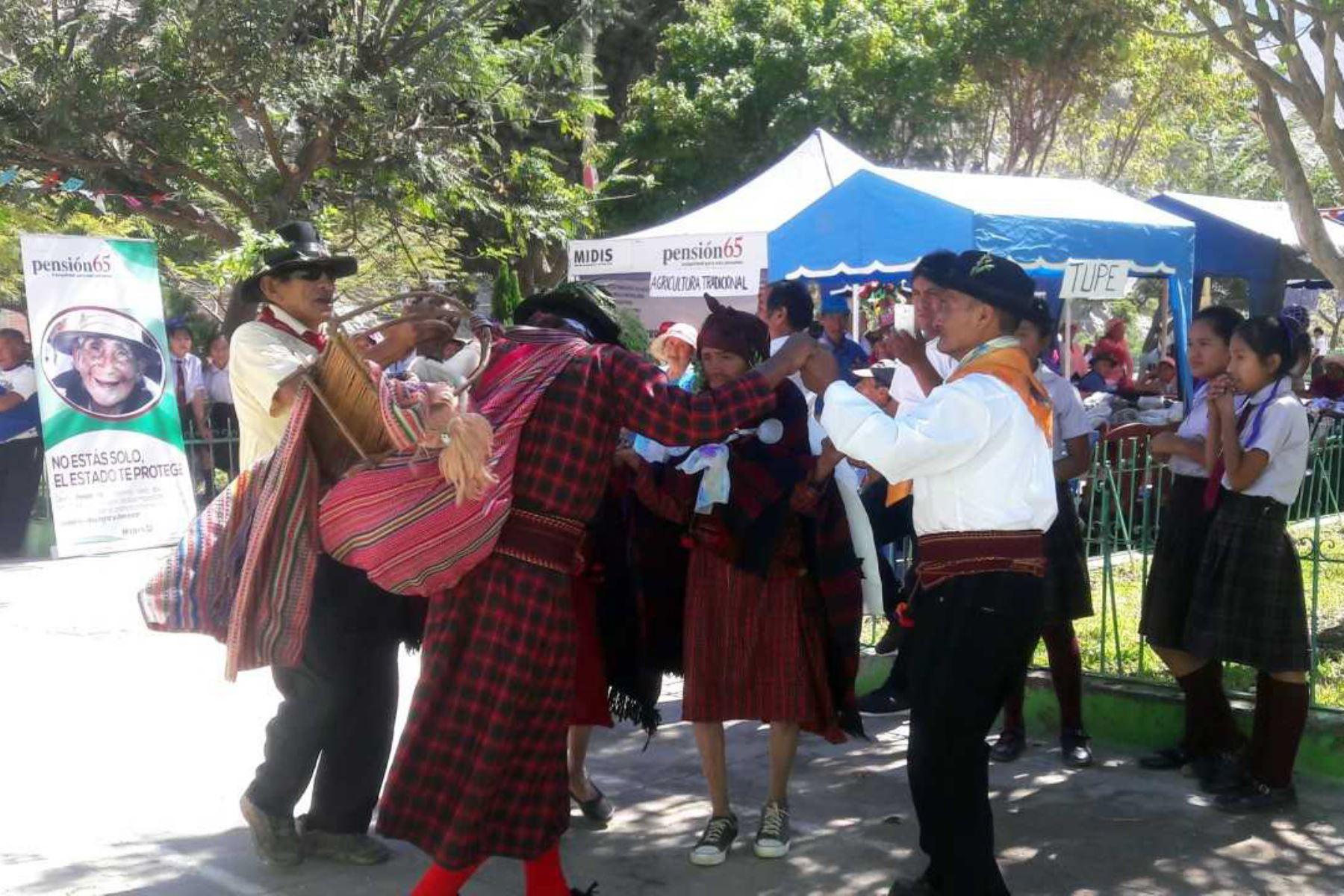 El cauqui, una lengua casi extinta que solo se habla en el pueblo de Cachuy, distrito de Catahuasi, en la provincia de Yauyos, región Lima, fue puesta en práctica por escolares y 25 usuarios del Programa Nacional de Asistencia Solidaria Pensión 65, convirtiéndose en la principal atracción del II Encuentro de Saberes Productivos Catahuasi 2018.