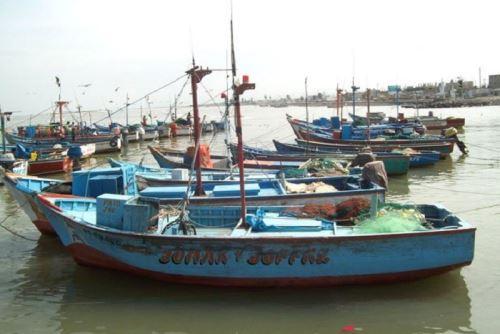 A 39 aumentó el número de puertos de todo el litoral del país que fueron cerrados como medida de prevención ante la presencia de oleajes ligeros y moderados, informó la Dirección de Hidrografía y Navegación (DHN) de la Marina de Guerra del Perú. ANDINA/Difusión